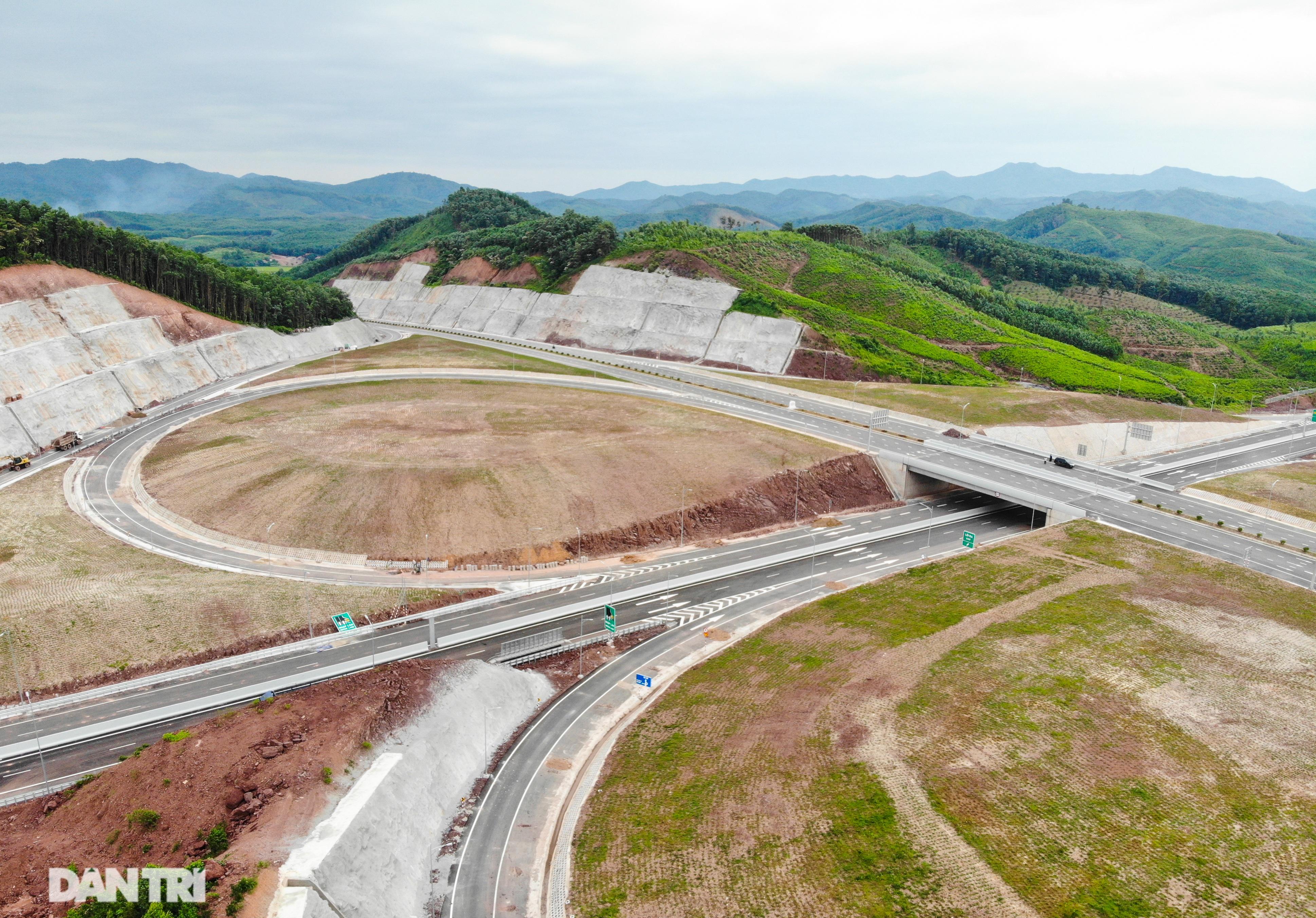 Toàn cảnh cao tốc Vân Đồn – Móng Cái hơn 11 nghìn tỷ đồng đang hình thành - 13