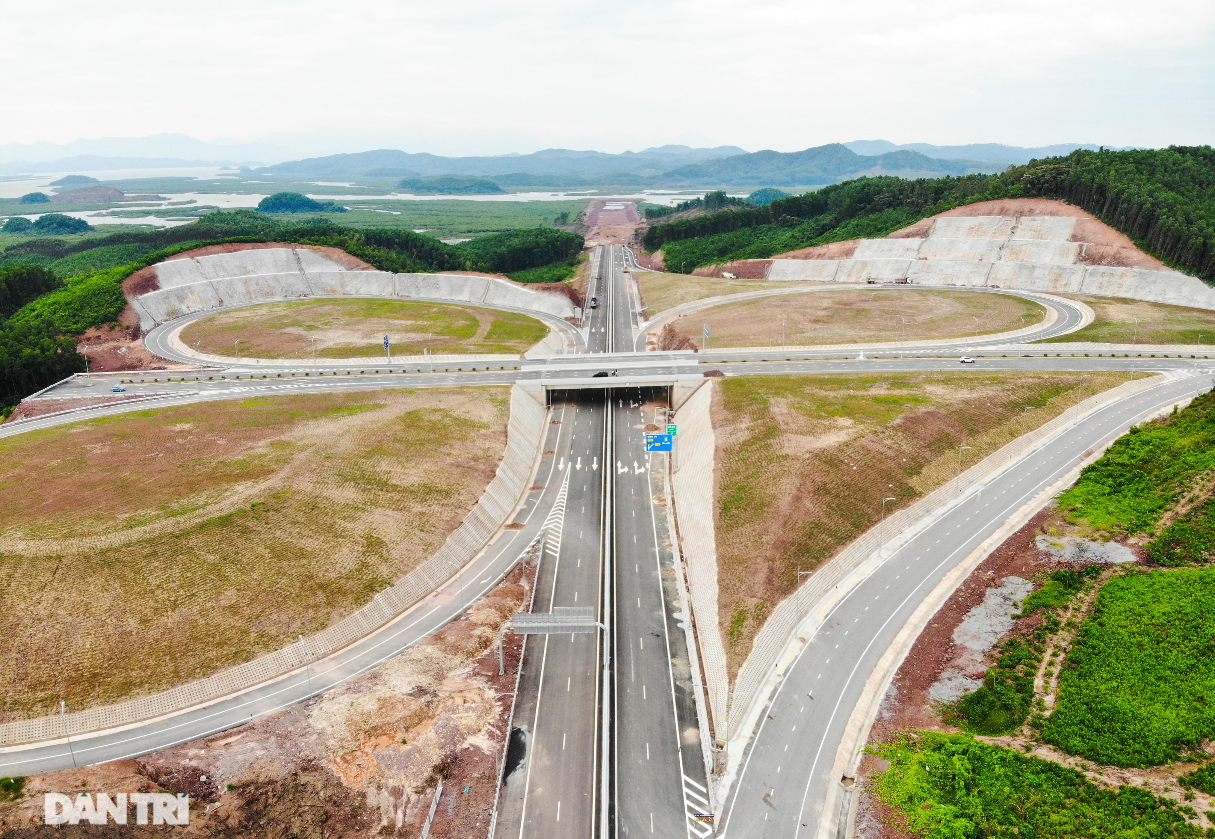 Toàn cảnh cao tốc Vân Đồn – Móng Cái hơn 11 nghìn tỷ đồng đang hình thành - 2