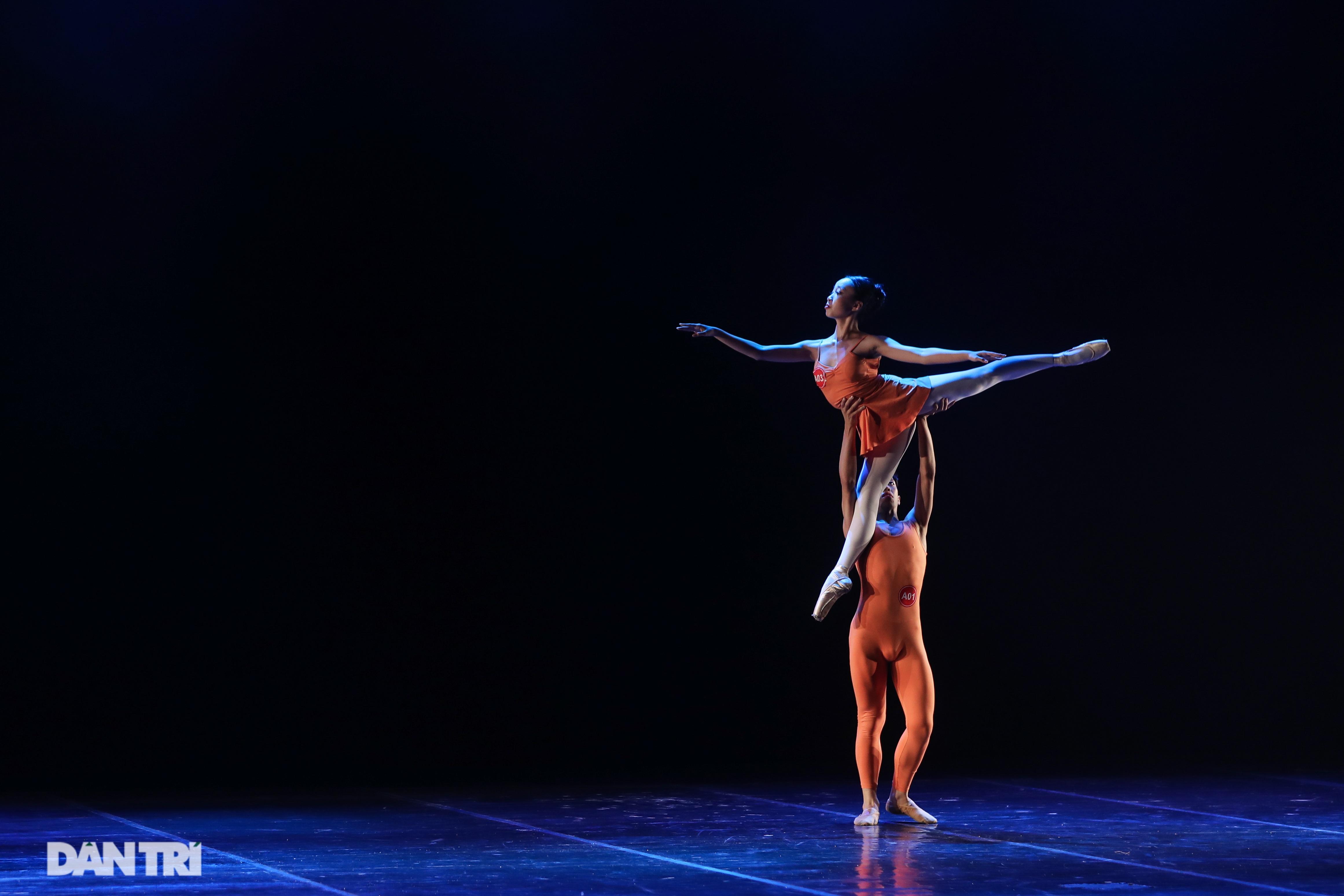 Khoảnh khắc mê hồn tại cuộc thi Tài năng biểu diễn múa - 17