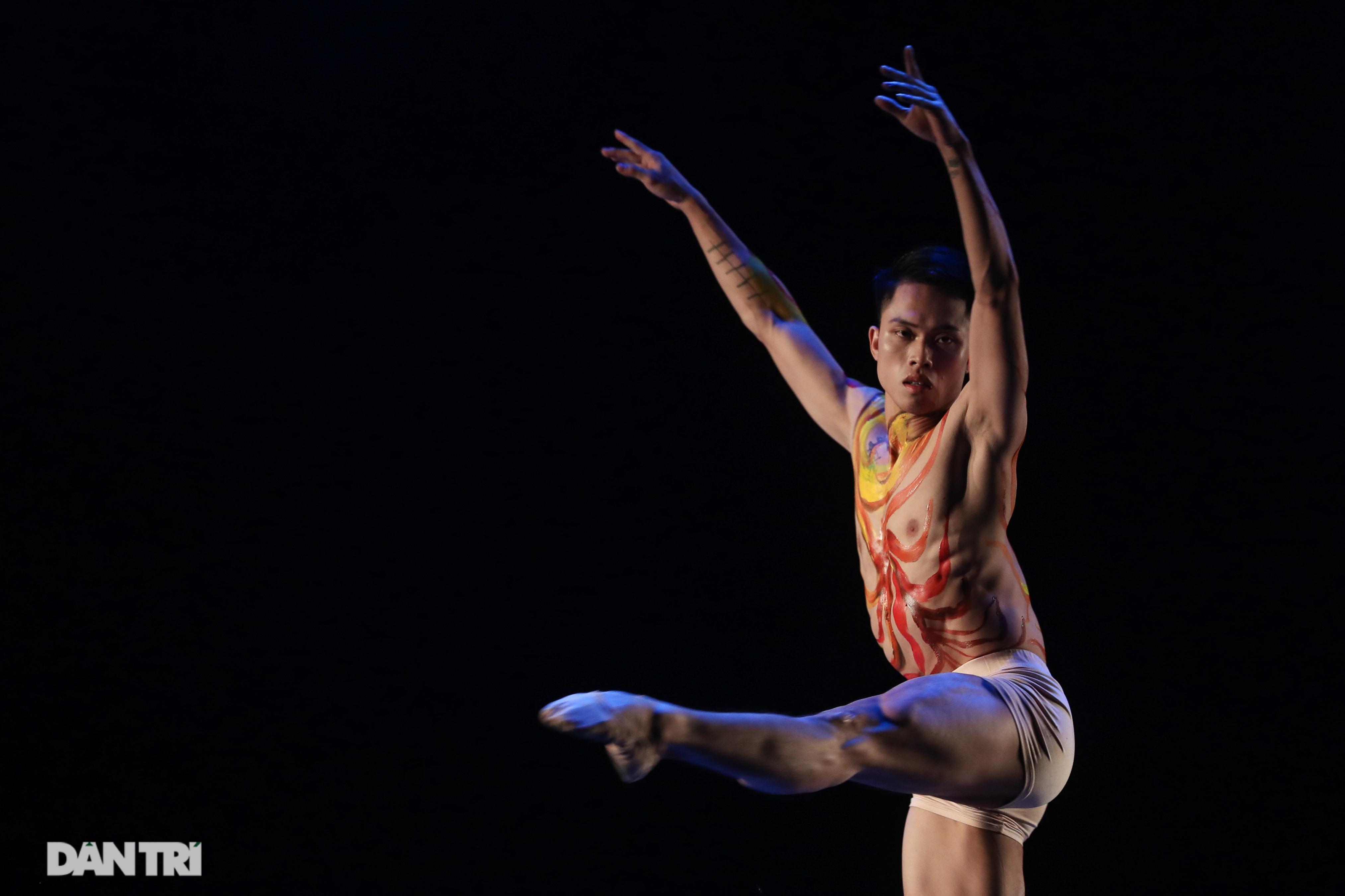 Khoảnh khắc mê hồn tại cuộc thi Tài năng biểu diễn múa - 22