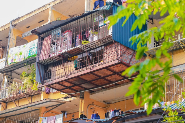 Hà Nội kiên quyết di dời các hộ dân ra khỏi chung cư cũ nguy hiểm