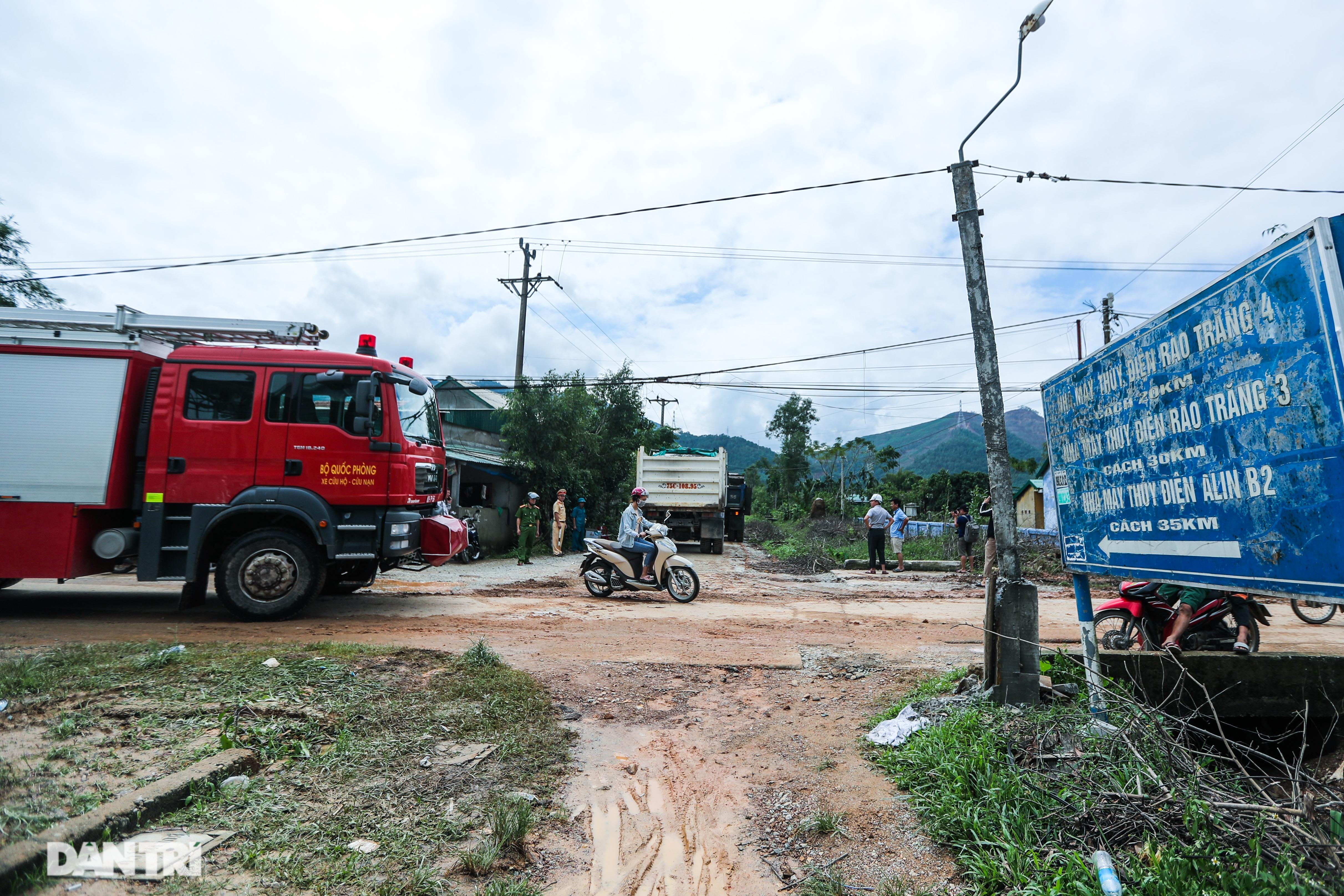 Người dân tự nguyện nấu hàng trăm suất cơm tiếp tế đội cứu hộ Rào Trăng 3 - 1