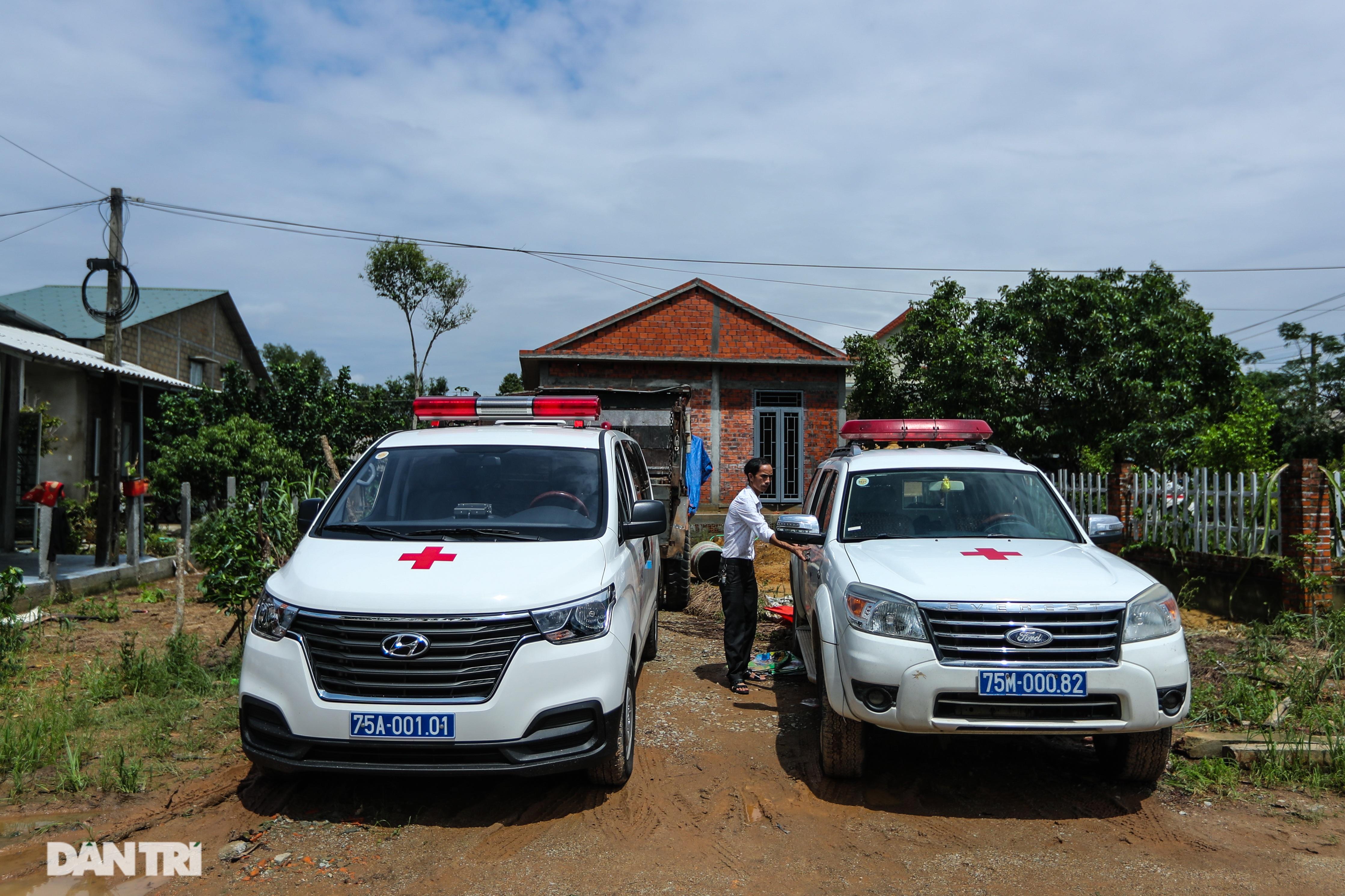 Người dân tự nguyện nấu hàng trăm suất cơm tiếp tế đội cứu hộ Rào Trăng 3 - 12