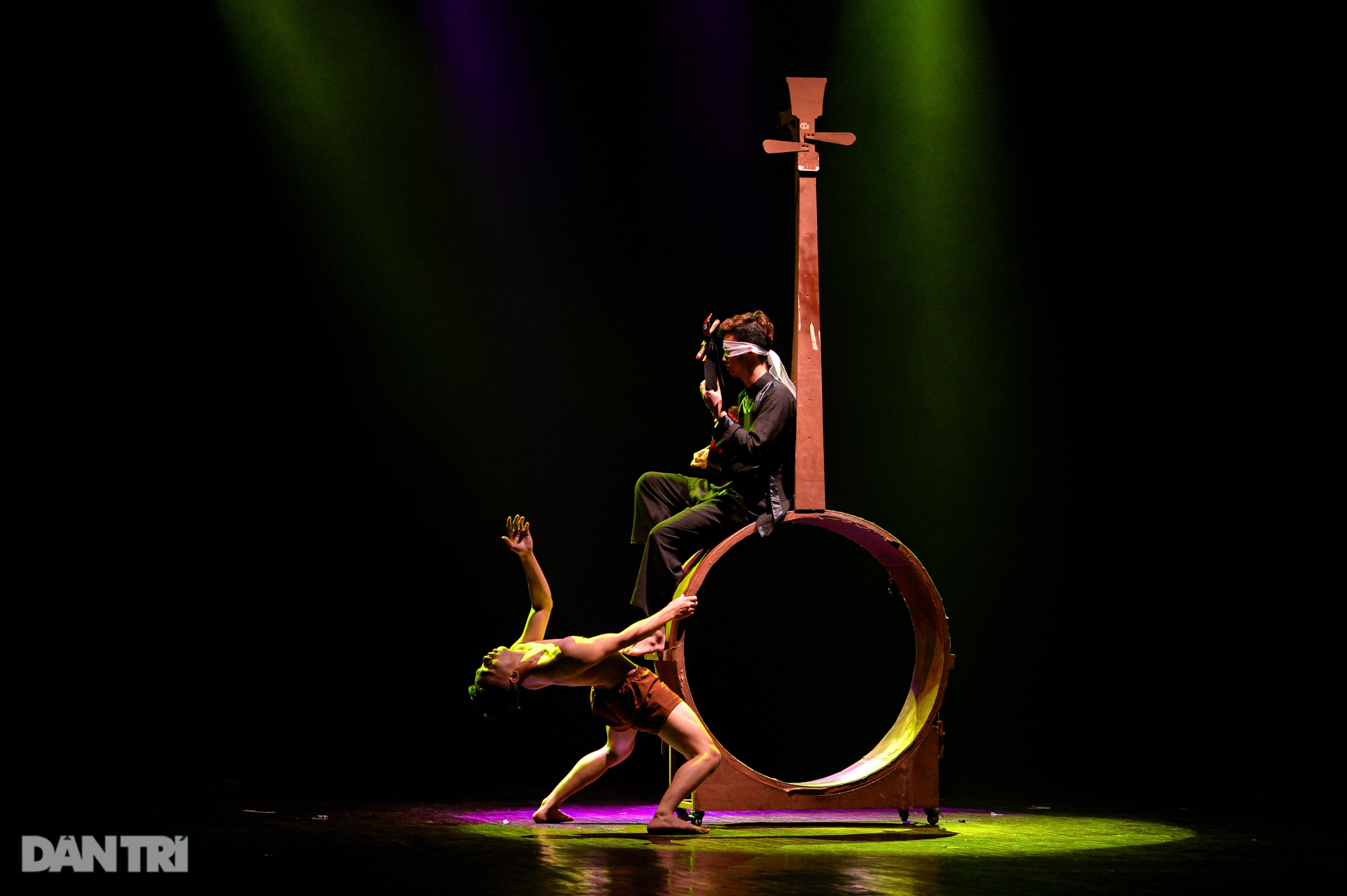 """""""Súy Vân"""", """"Hề chèo"""" thu hút người xem đêm diễn Tài năng múa - 31"""
