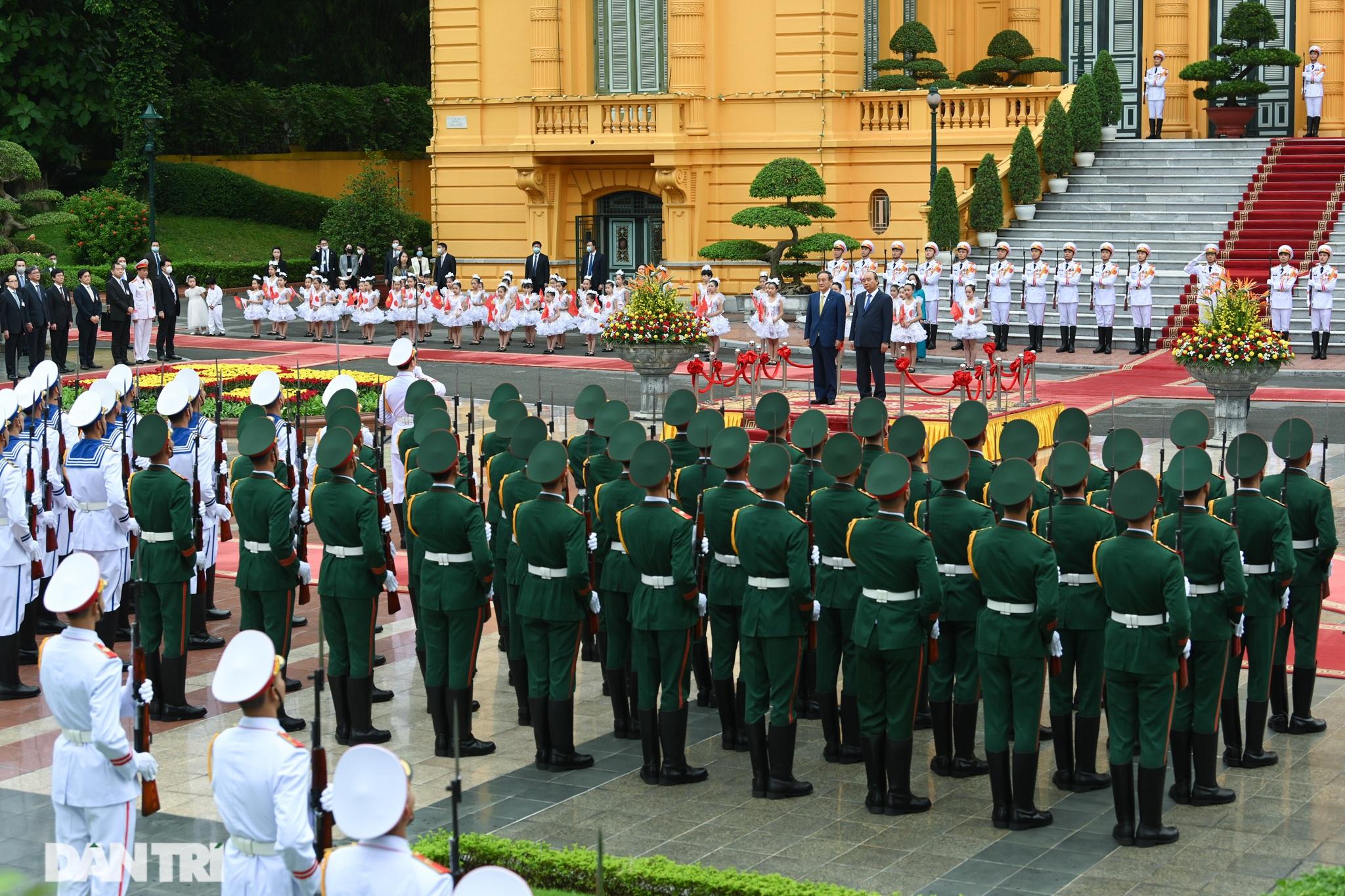 Lễ đón chính thức Thủ tướng Nhật Bản Suga Yoshihide và phu nhân tại Hà Nội - 1