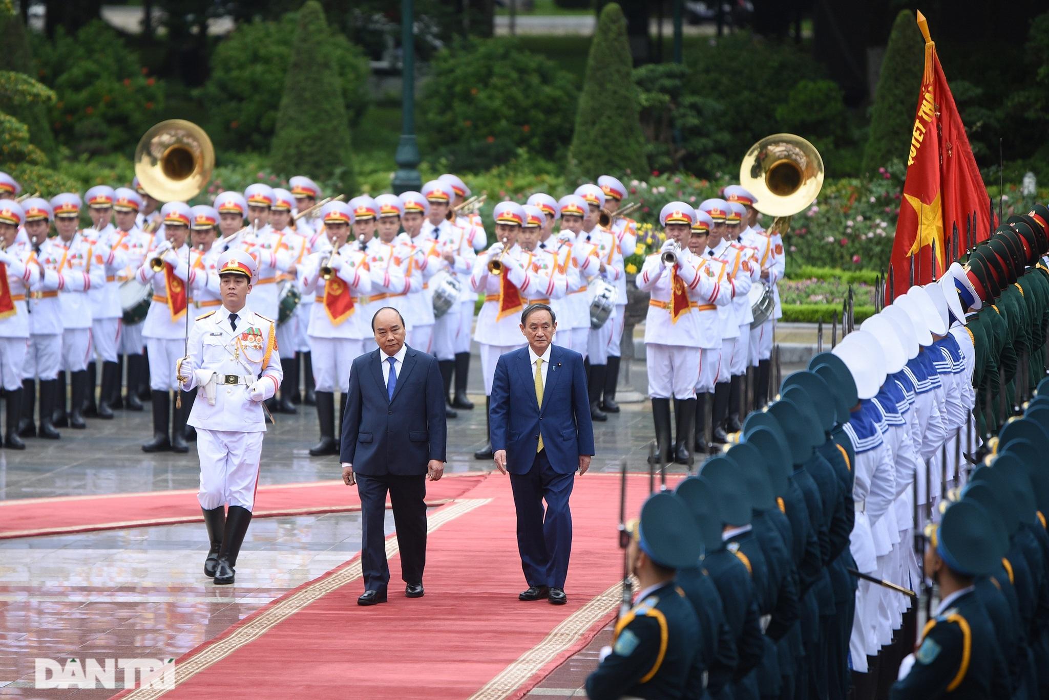 Lễ đón chính thức Thủ tướng Nhật Bản Suga Yoshihide và phu nhân tại Hà Nội - 3