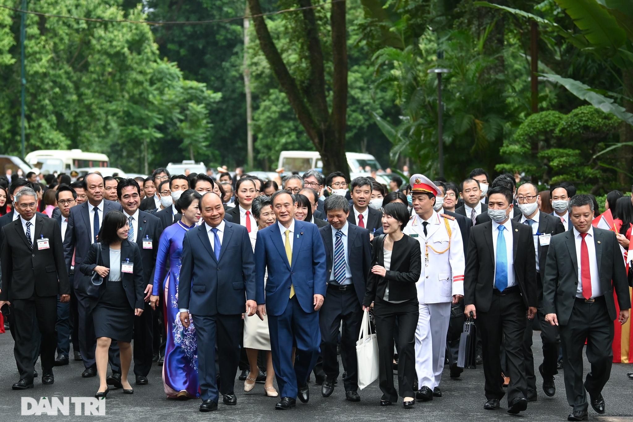 Lễ đón chính thức Thủ tướng Nhật Bản Suga Yoshihide và phu nhân tại Hà Nội - 6