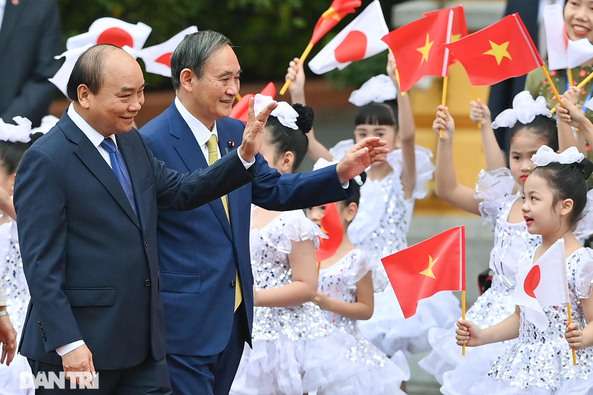 Lễ đón chính thức Thủ tướng Nhật Bản Suga Yoshihide và phu nhân tại Hà Nội - 5