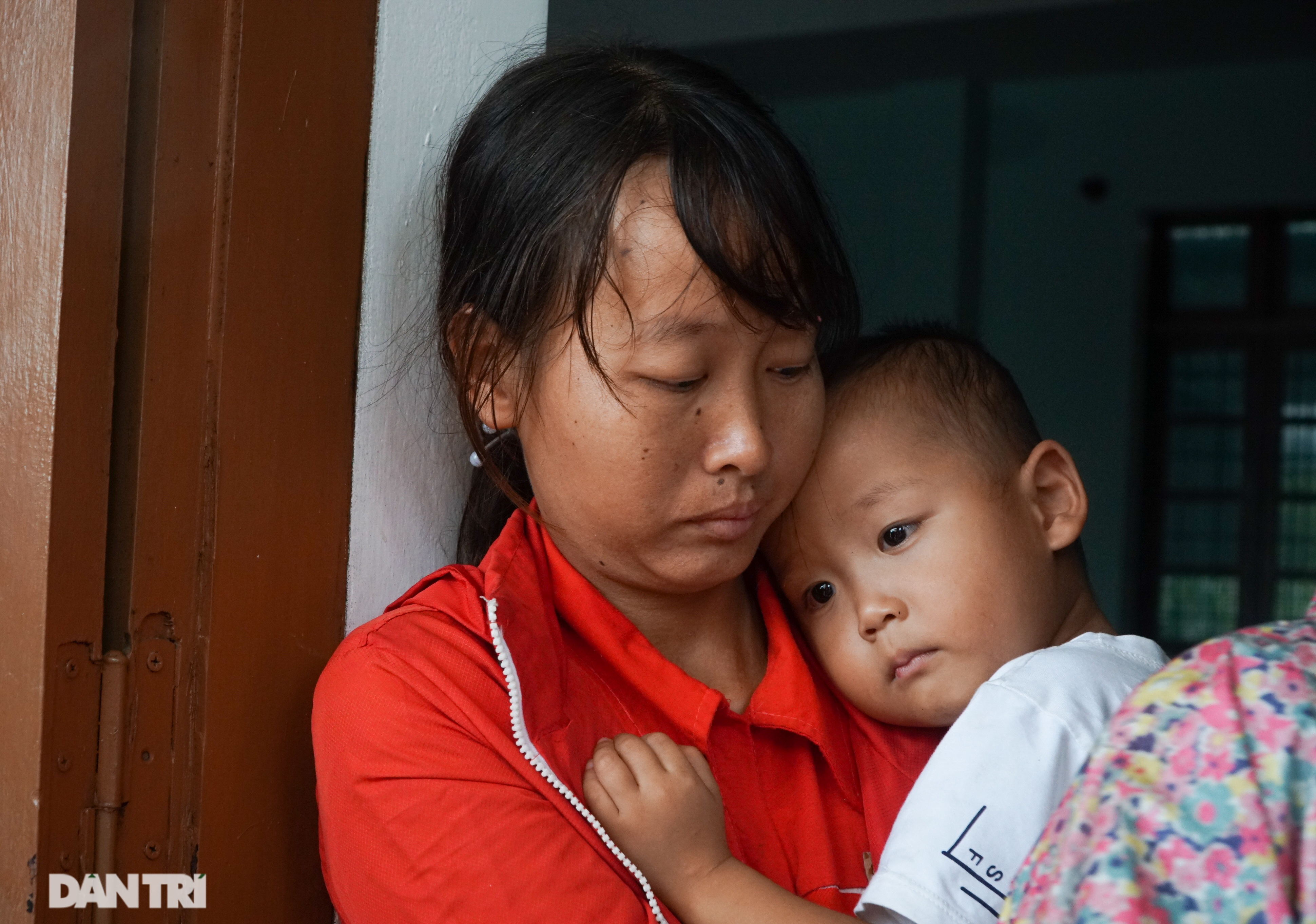 Quảng Bình: Người dân khóc ròng vì gia sản trôi theo dòng lũ dữ - 8