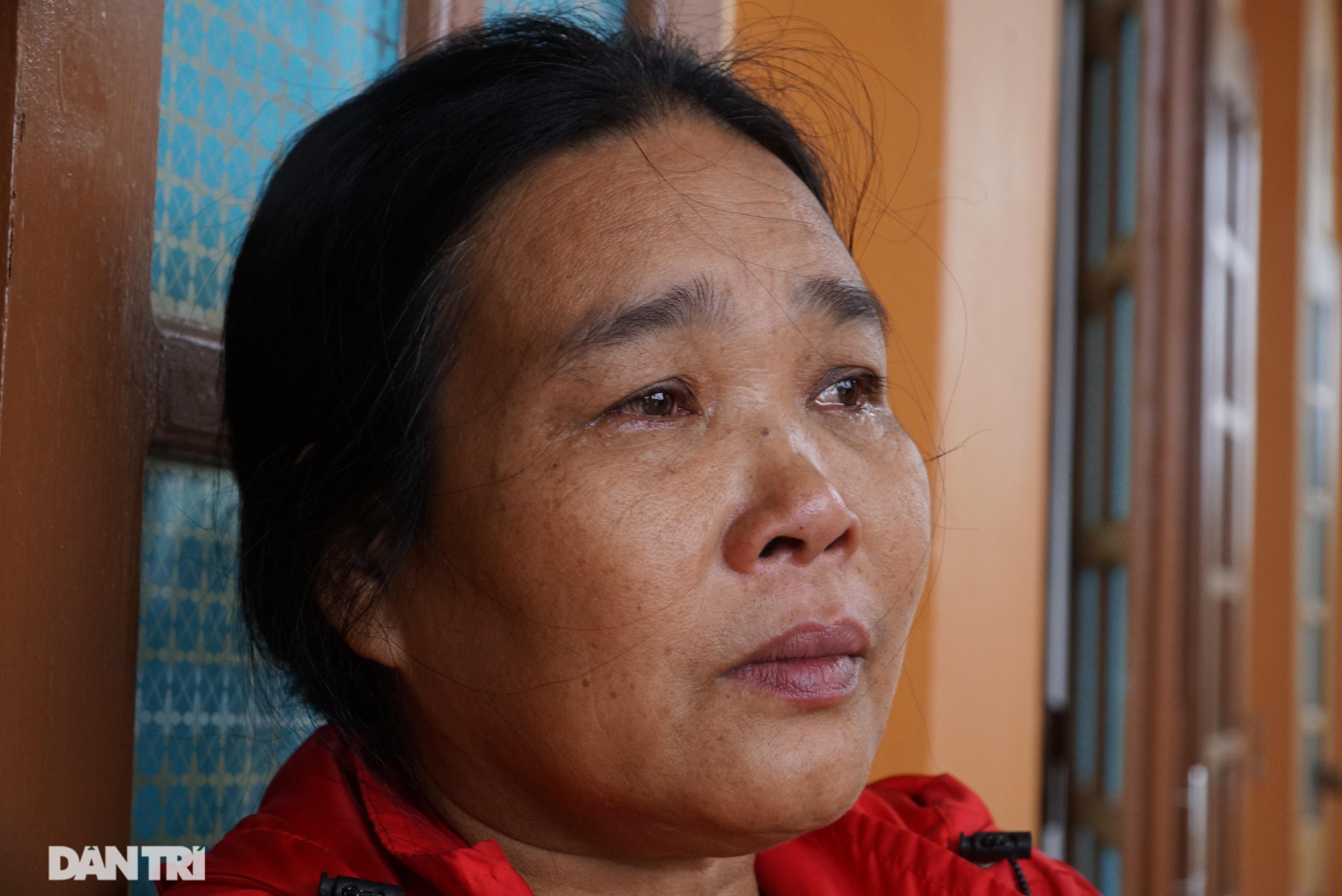 Quảng Bình: Người dân khóc ròng vì gia sản trôi theo dòng lũ dữ - 7