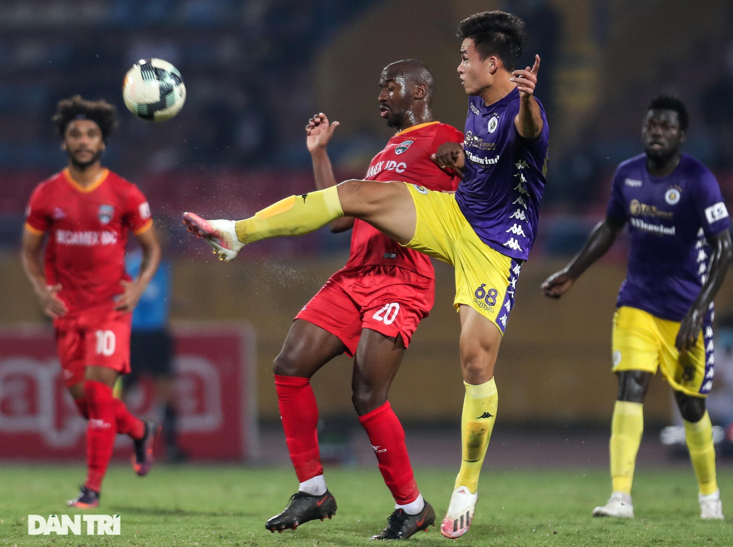 Lập công ở phút 90, Quang Hải đưa CLB Hà Nội lên ngôi đầu V-League - 3