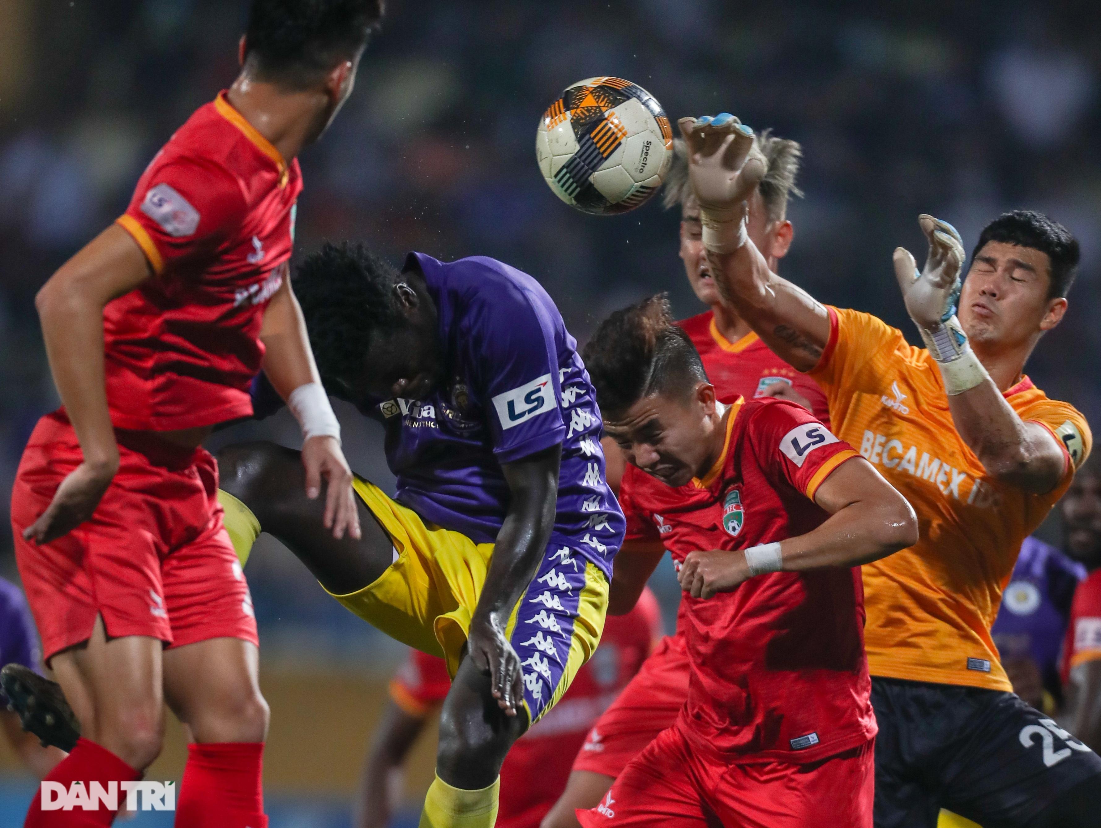 Lập công ở phút 90, Quang Hải đưa CLB Hà Nội lên ngôi đầu V-League - 5