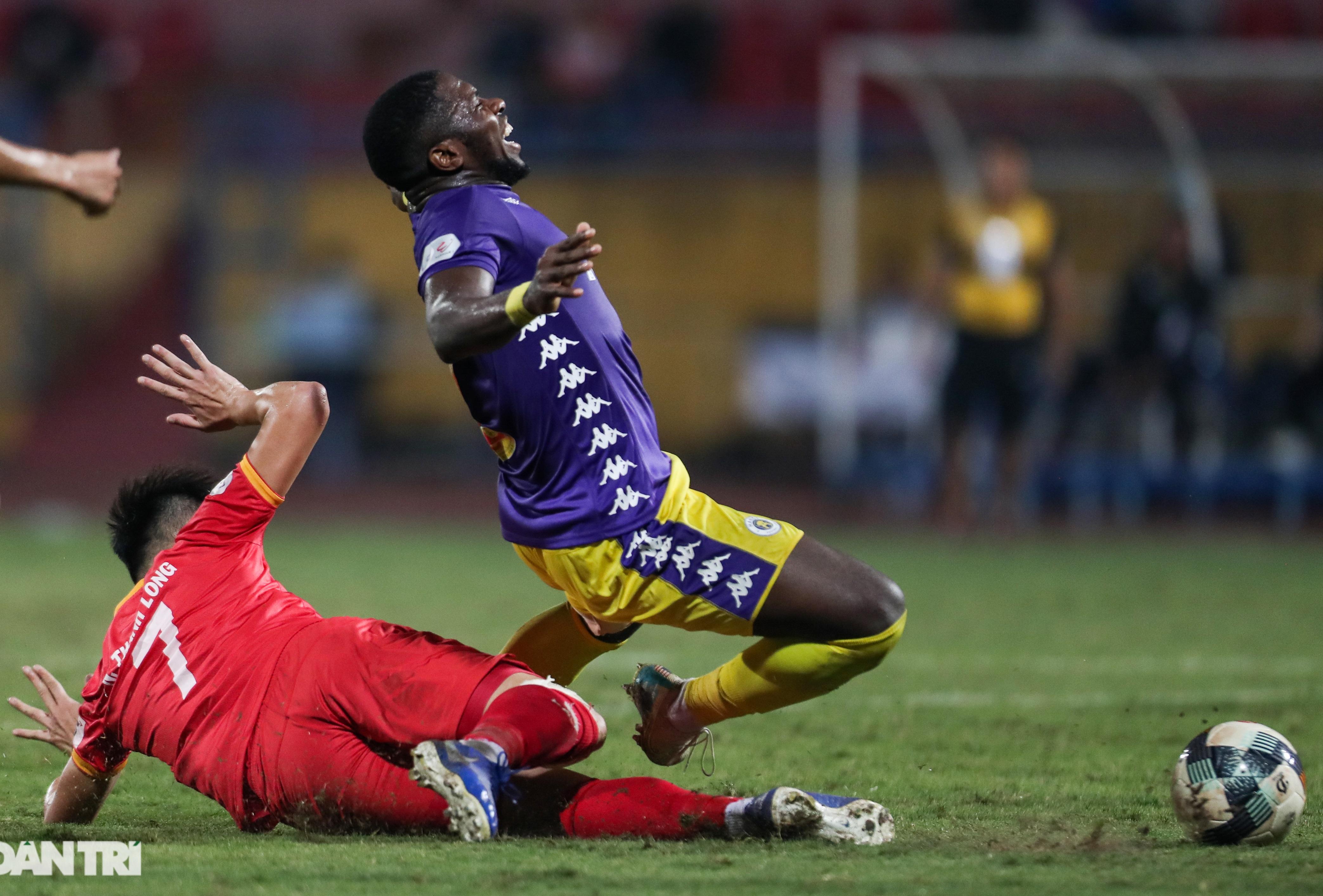 Lập công ở phút 90, Quang Hải đưa CLB Hà Nội lên ngôi đầu V-League - 6