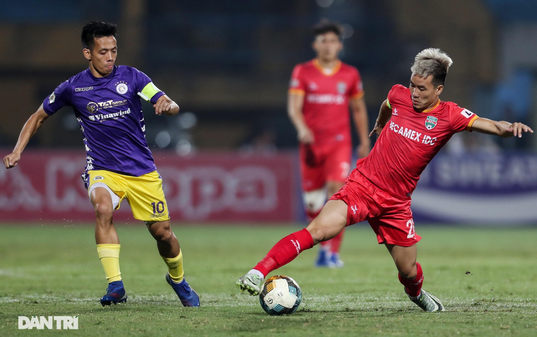 Lập công ở phút 90, Quang Hải đưa CLB Hà Nội lên ngôi đầu V-League - 1