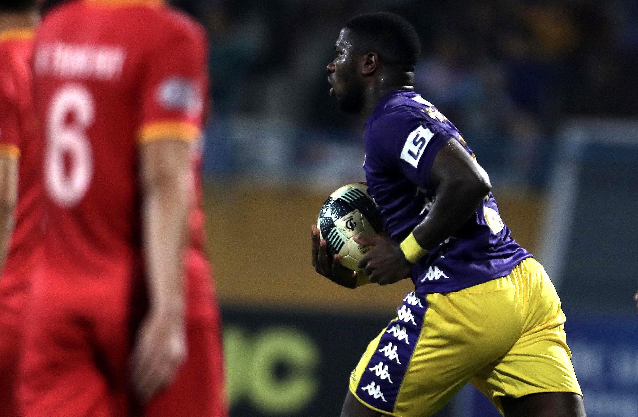 Lập công ở phút 90, Quang Hải đưa CLB Hà Nội lên ngôi đầu V-League - 8