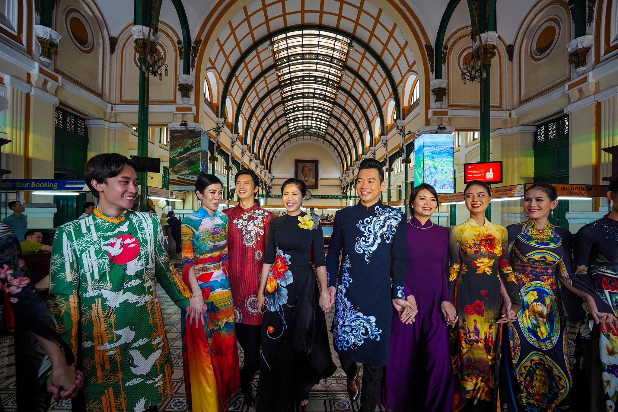 Streets, tourist attractions ... in Ho Chi Minh City turned into a catwalk - 15