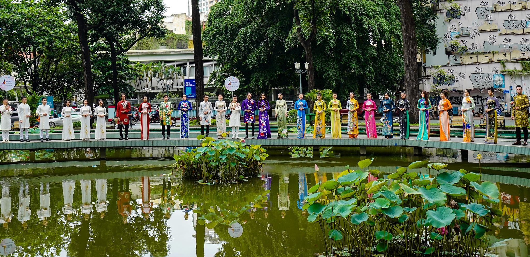 Streets, tourist attractions ... in Ho Chi Minh City turned into a catwalk - 9