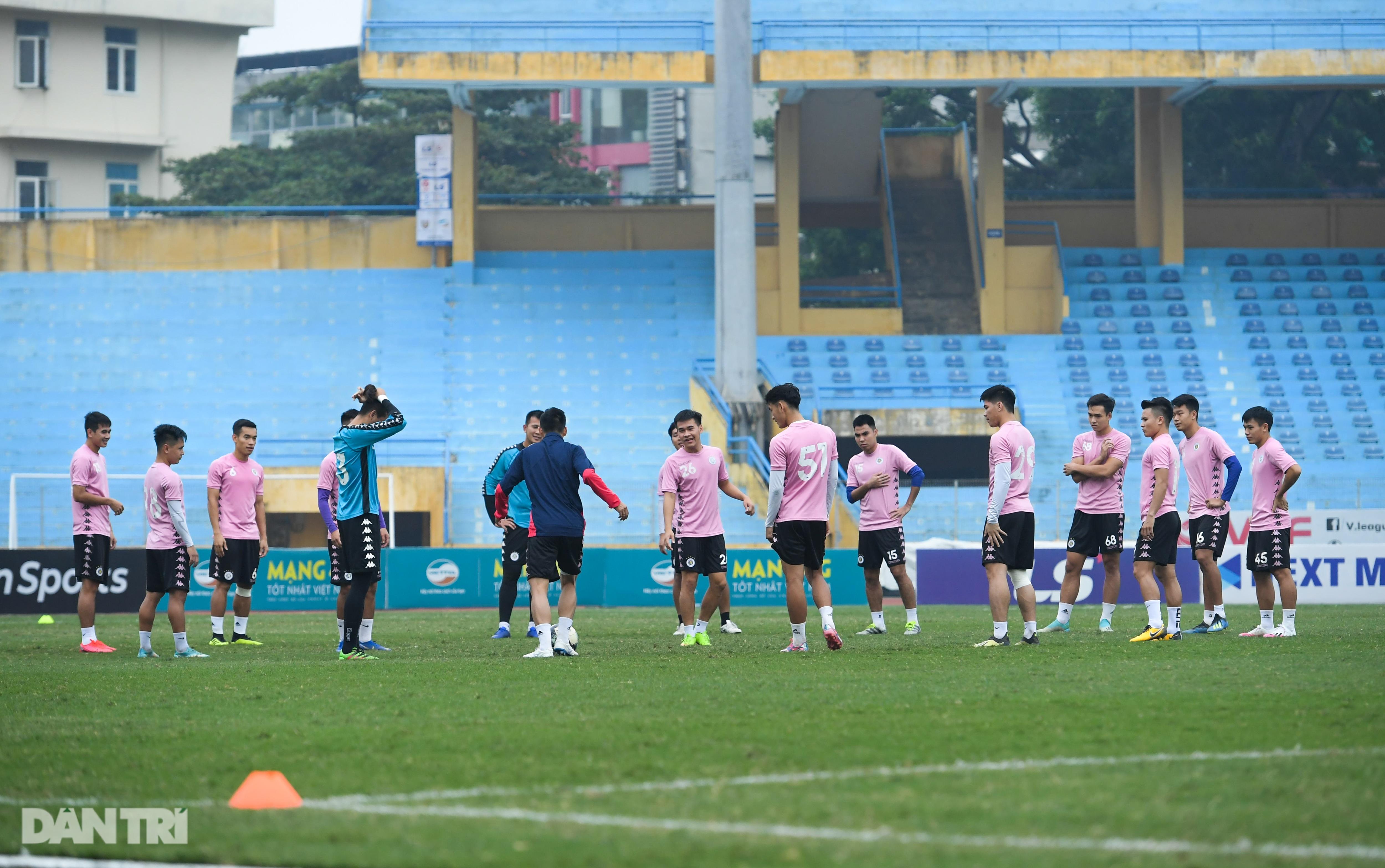 Văn Hậu tích cực tập luyện, có thể ra sân trước CLB Viettel - 1