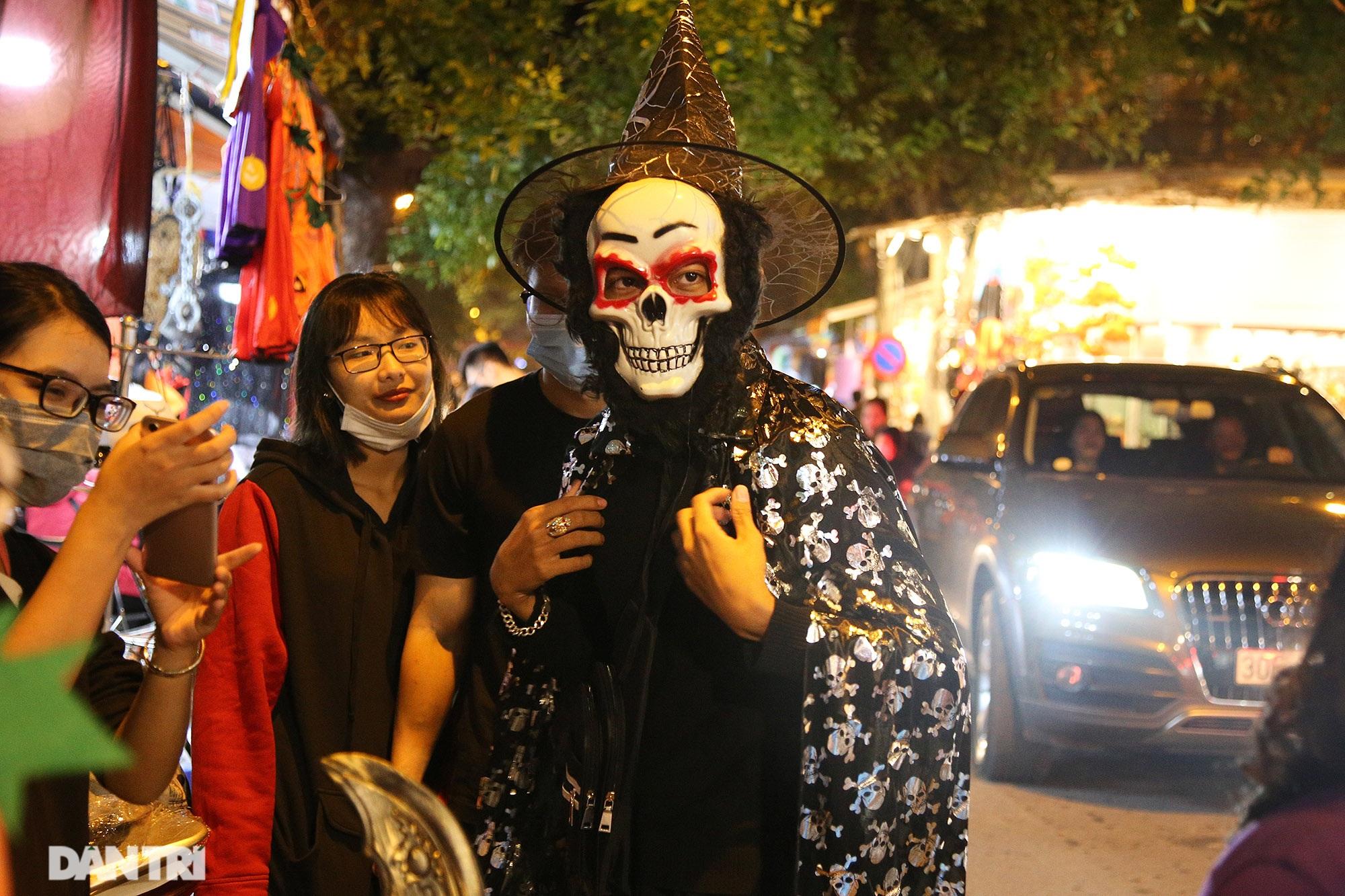 Đêm Halloween tại Hà Nội - 8