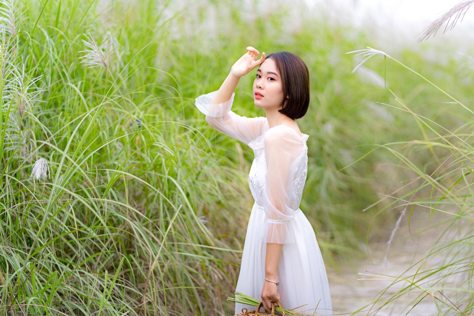Bãi cỏ lau trắng tuyệt đẹp hút giới trẻ Hà thành tới sống ảo - 2