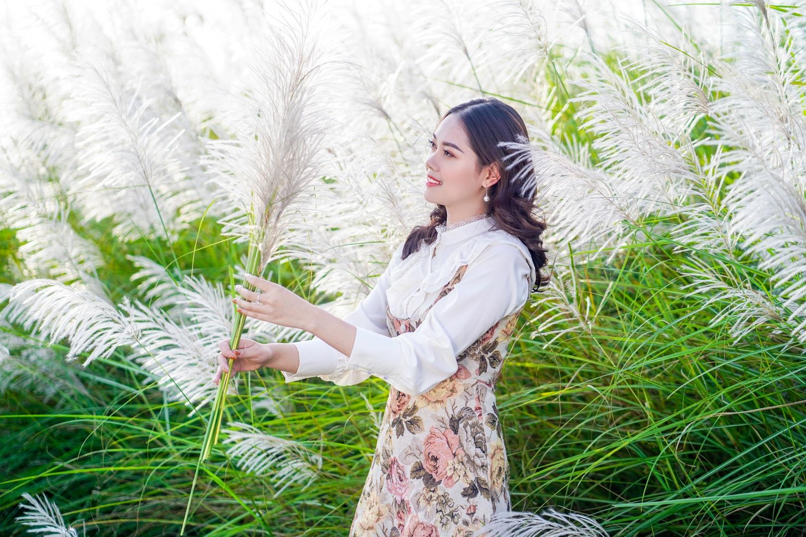 Bãi cỏ lau trắng tuyệt đẹp hút giới trẻ Hà thành tới sống ảo - 4