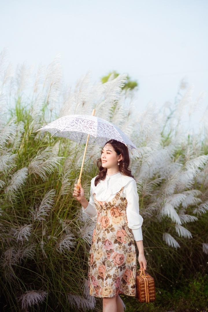 Bãi cỏ lau trắng tuyệt đẹp hút giới trẻ Hà thành tới sống ảo - 7
