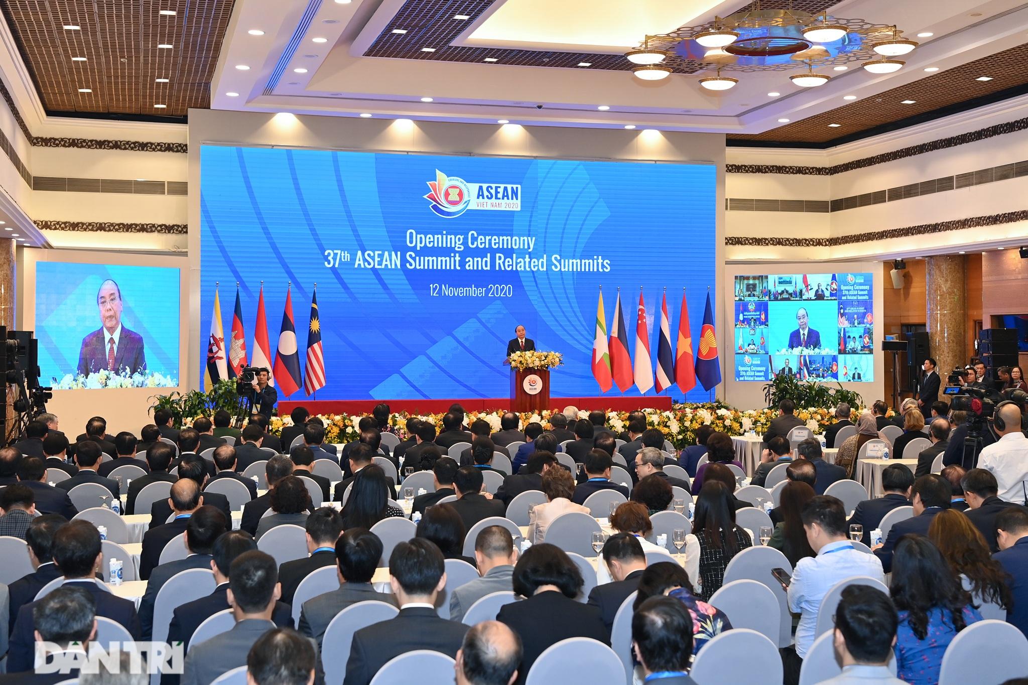 Lãnh đạo Đảng, Nhà nước dự khai mạc Hội nghị cấp cao ASEAN - 13