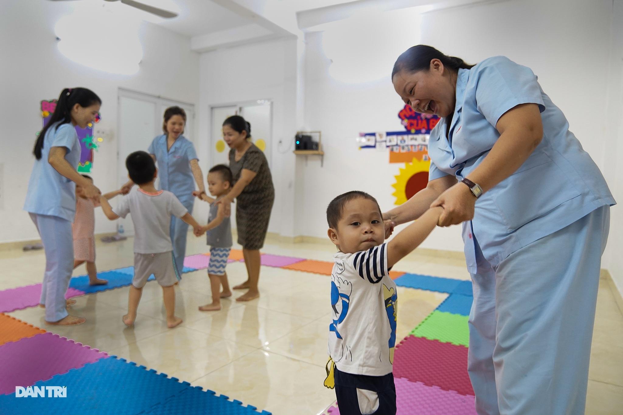 Dạy trẻ khuyết tật đòi hỏi phải kiên nhẫn và yêu thương - 4