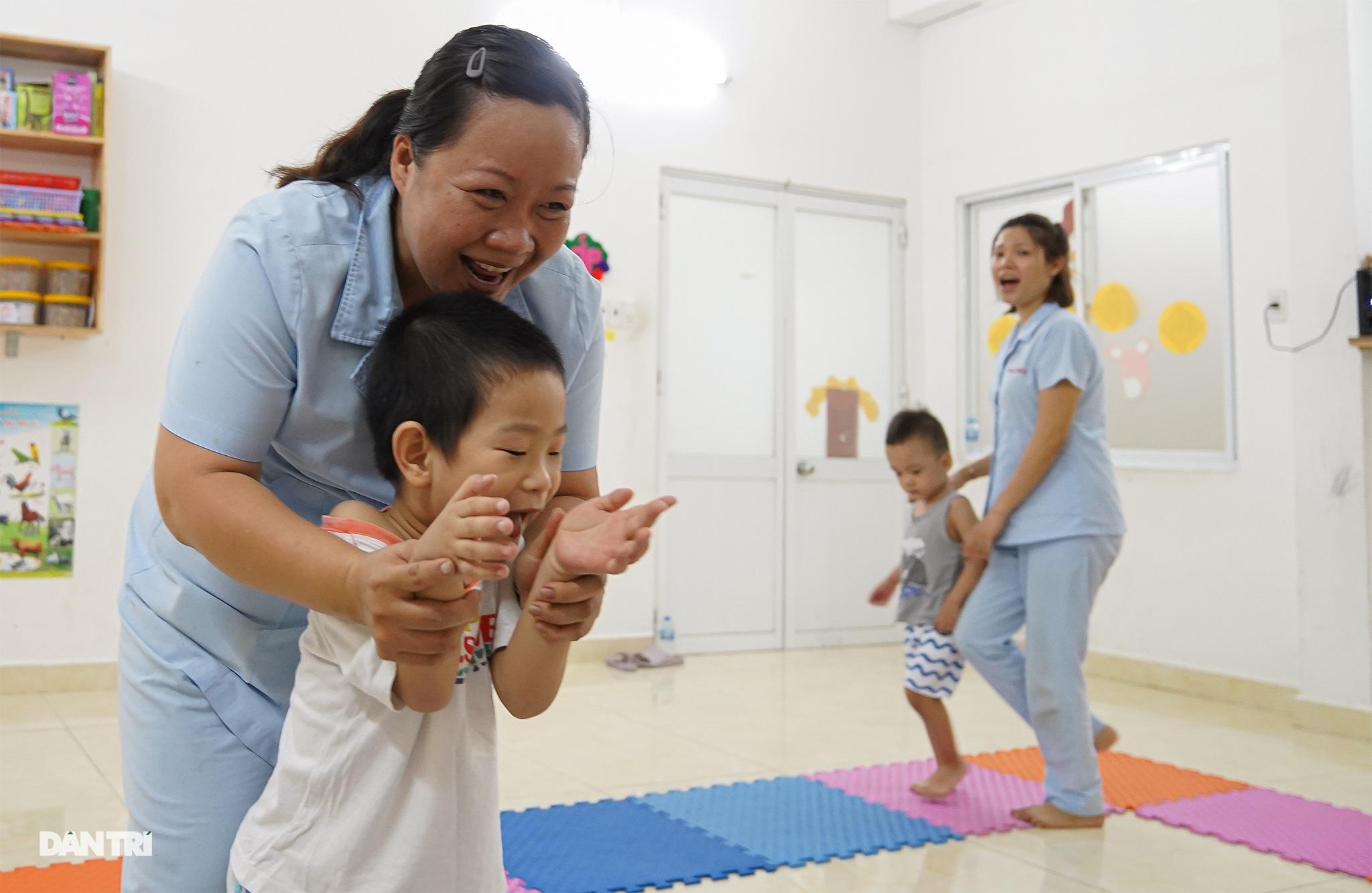 Dạy trẻ khuyết tật đòi hỏi phải kiên nhẫn và yêu thương - 6