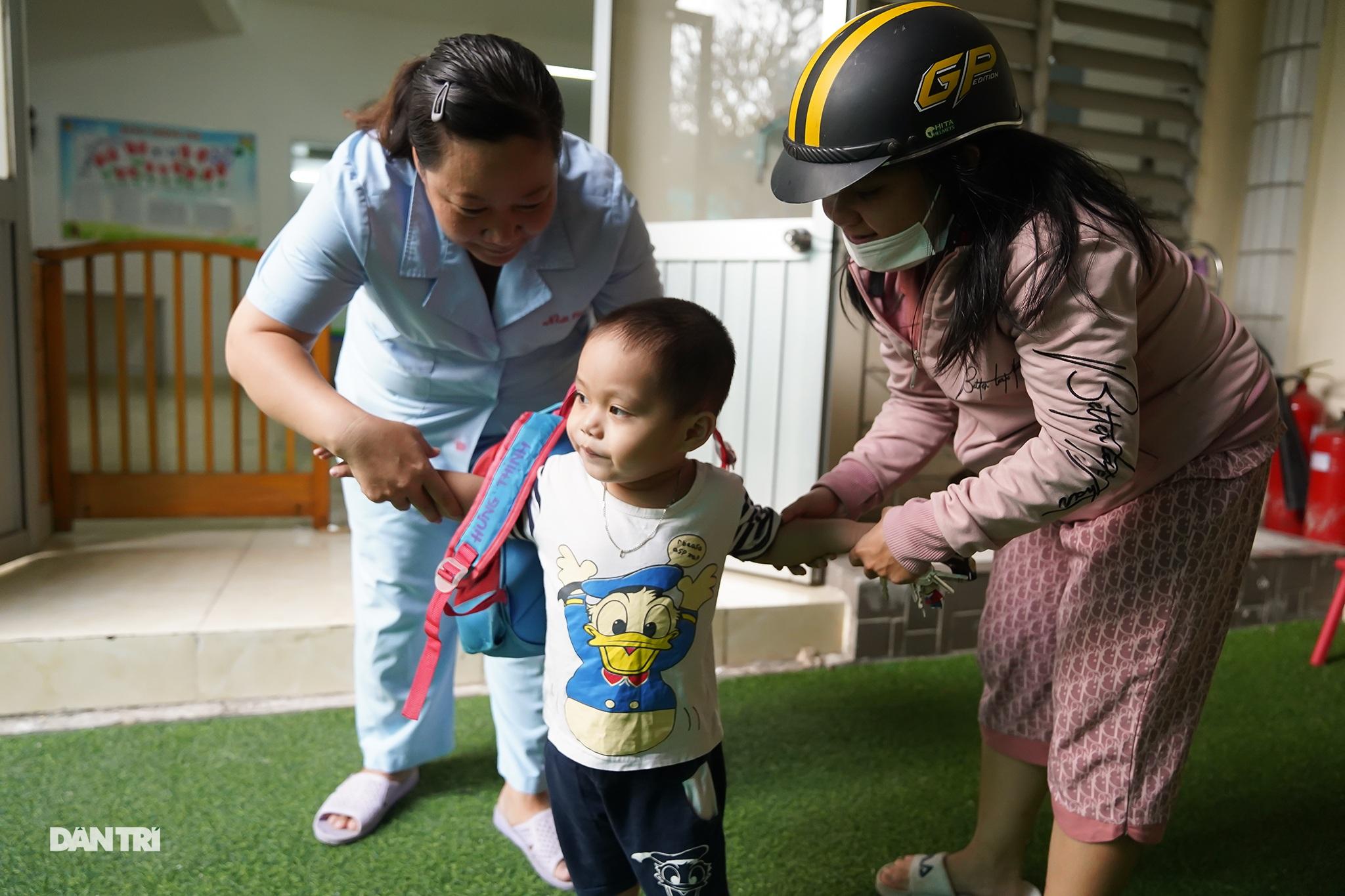 Dạy trẻ khuyết tật đòi hỏi phải kiên nhẫn và yêu thương - 12