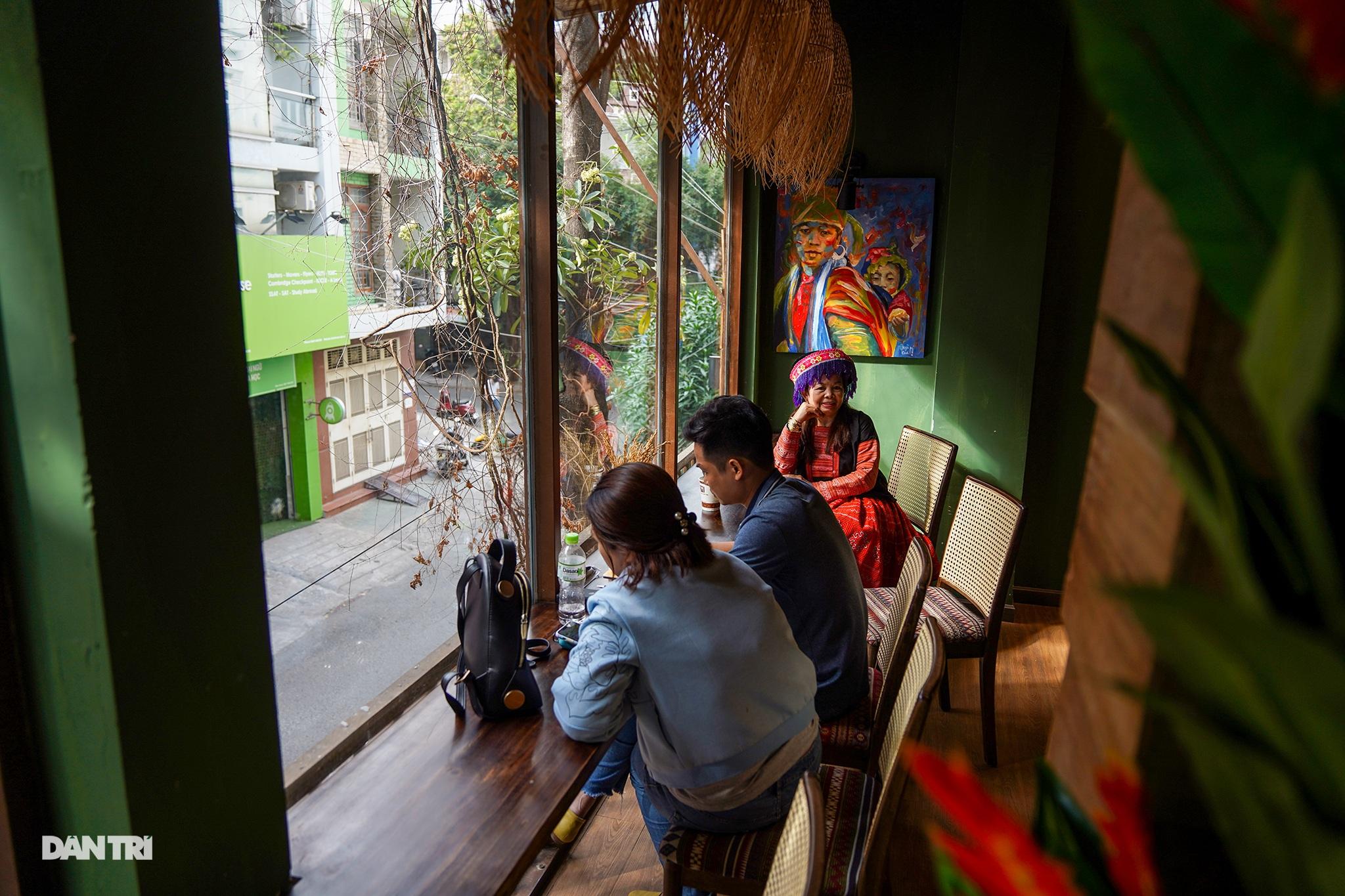 Độc đáo cà phê của vợ chồng A Phủ giữa lòng Sài Gòn - 12