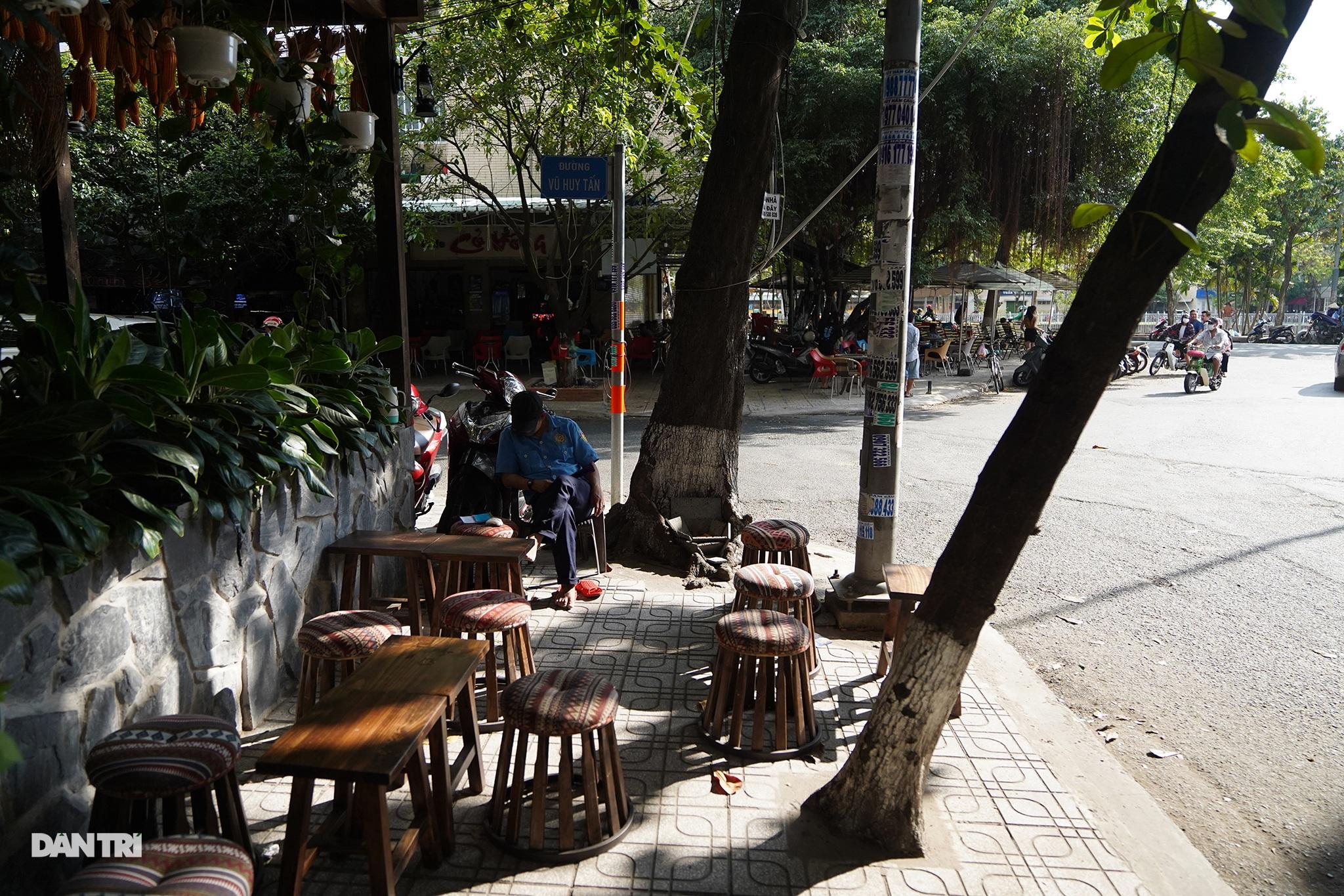 Độc đáo cà phê của vợ chồng A Phủ giữa lòng Sài Gòn - 2