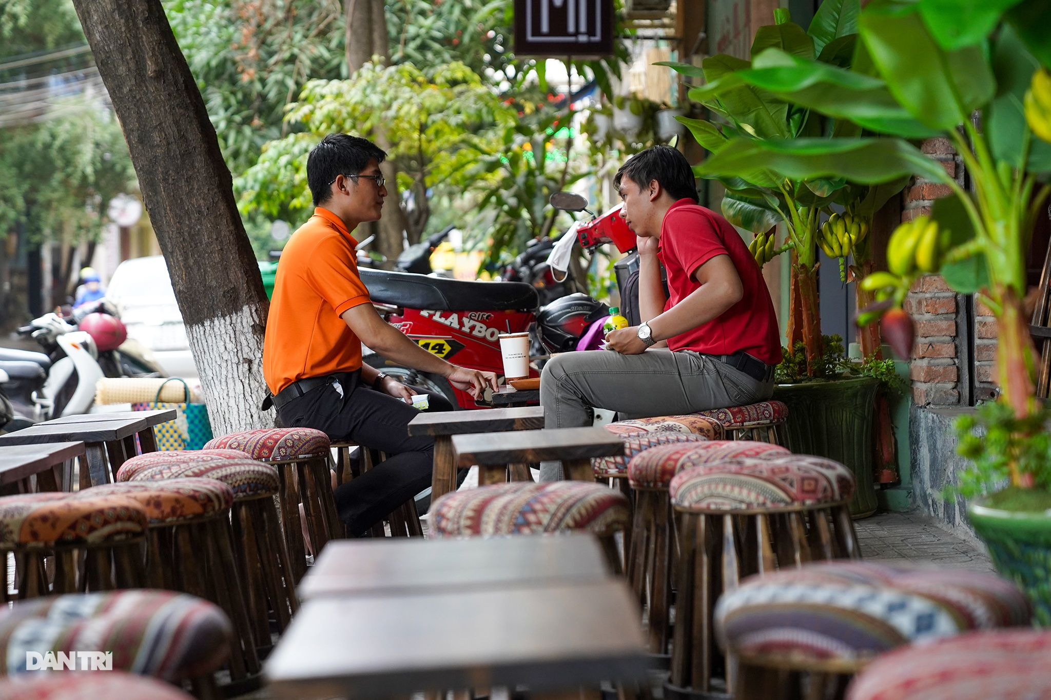 A Phu couple's coffee in the heart of Saigon - 8