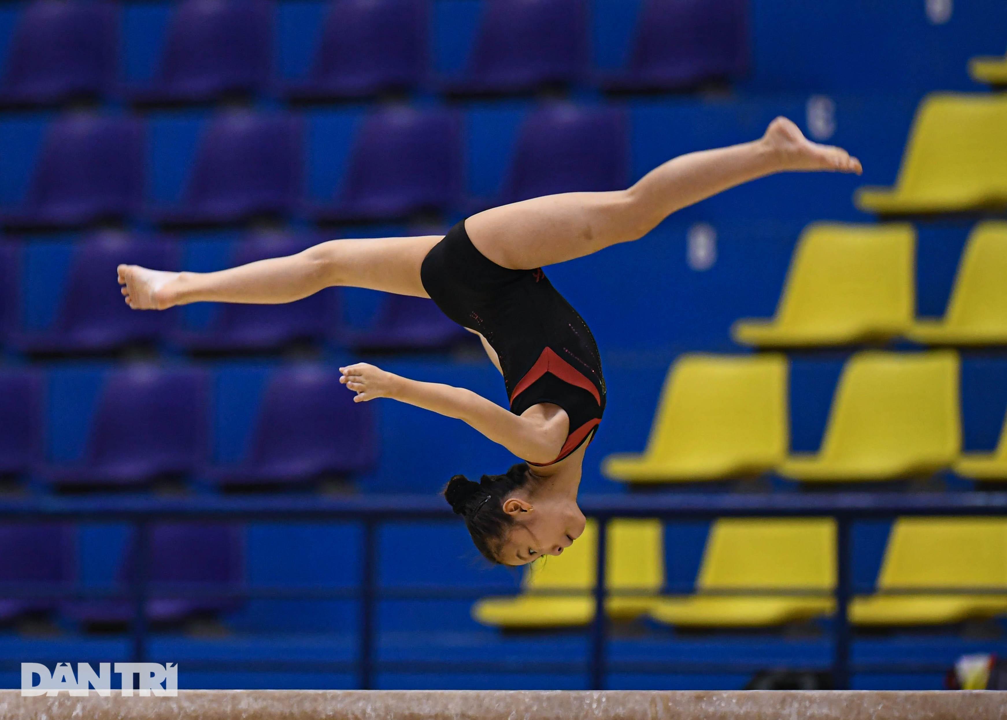 Mãn nhãn với những màn biểu diễn thể dục dụng cụ tại giải quốc gia - 14