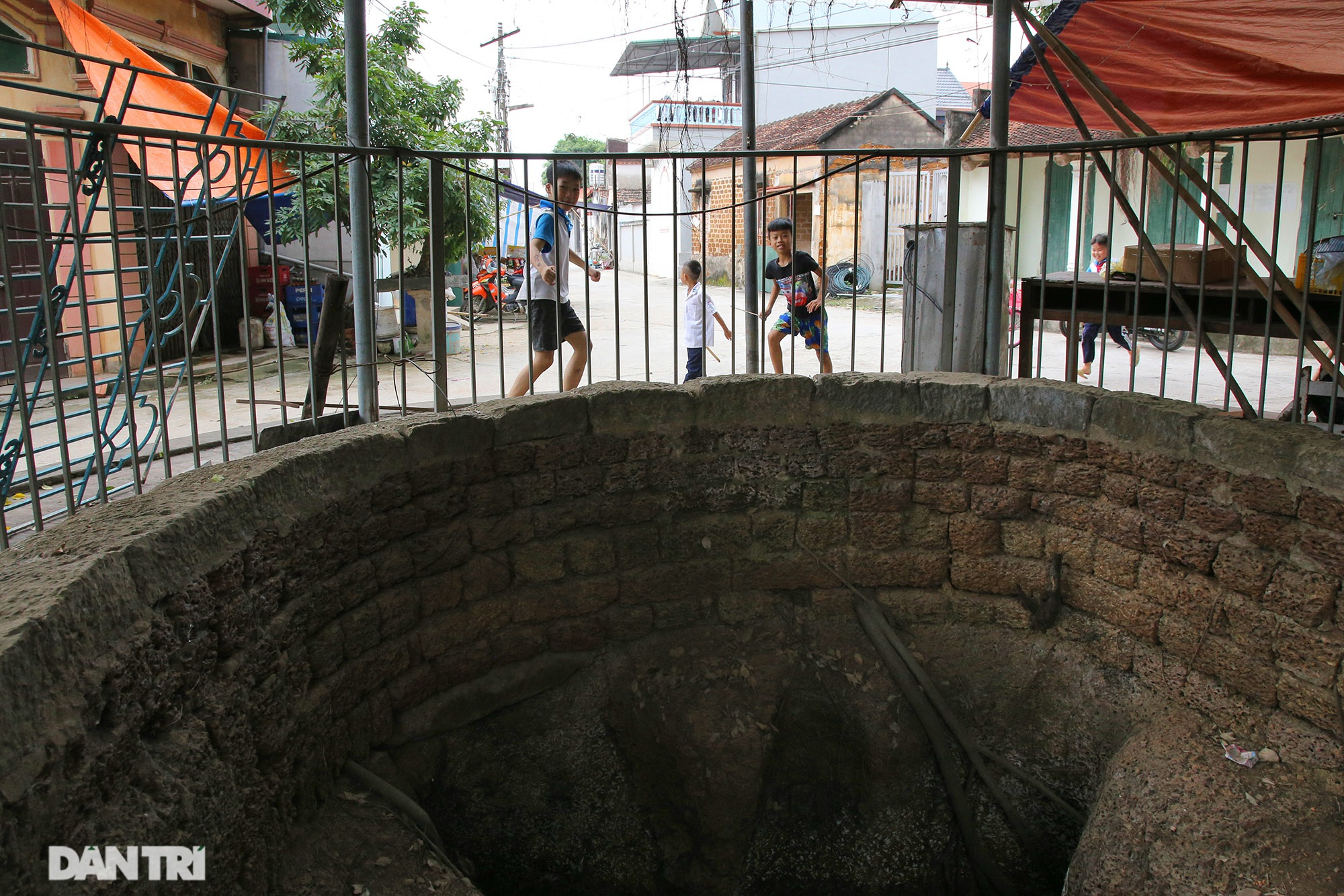 Bí ẩn 99 giếng cổ thiên tạo trong một làng ở Hà Nội - 9