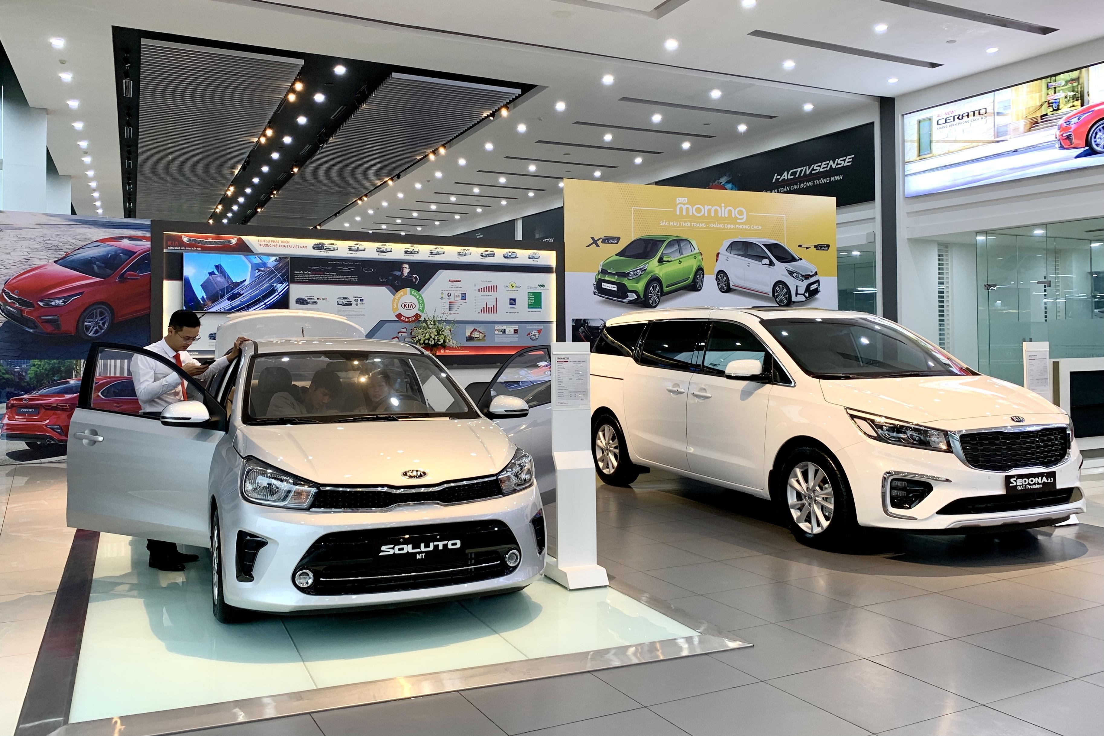 Khách Việt còn hơn 1 tháng để mua ô tô hưởng ưu đãi giảm 50% phí trước bạ