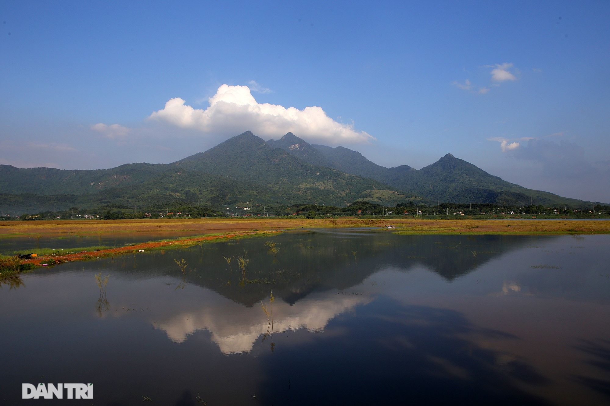 Núi thiêng gần Hà Nội đẹp mê mải nhìn từ muôn phương tám hướng - 11
