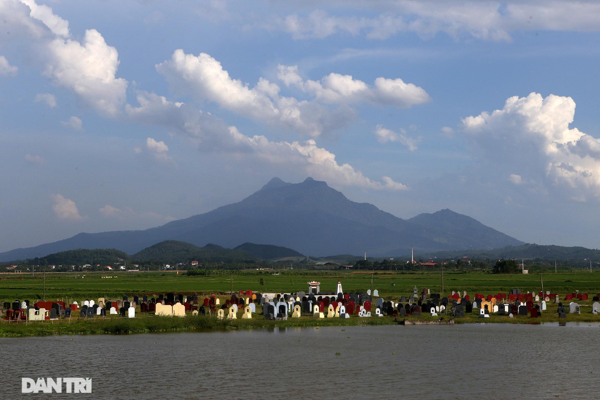 Núi thiêng gần Hà Nội đẹp mê mải nhìn từ muôn phương tám hướng - 13