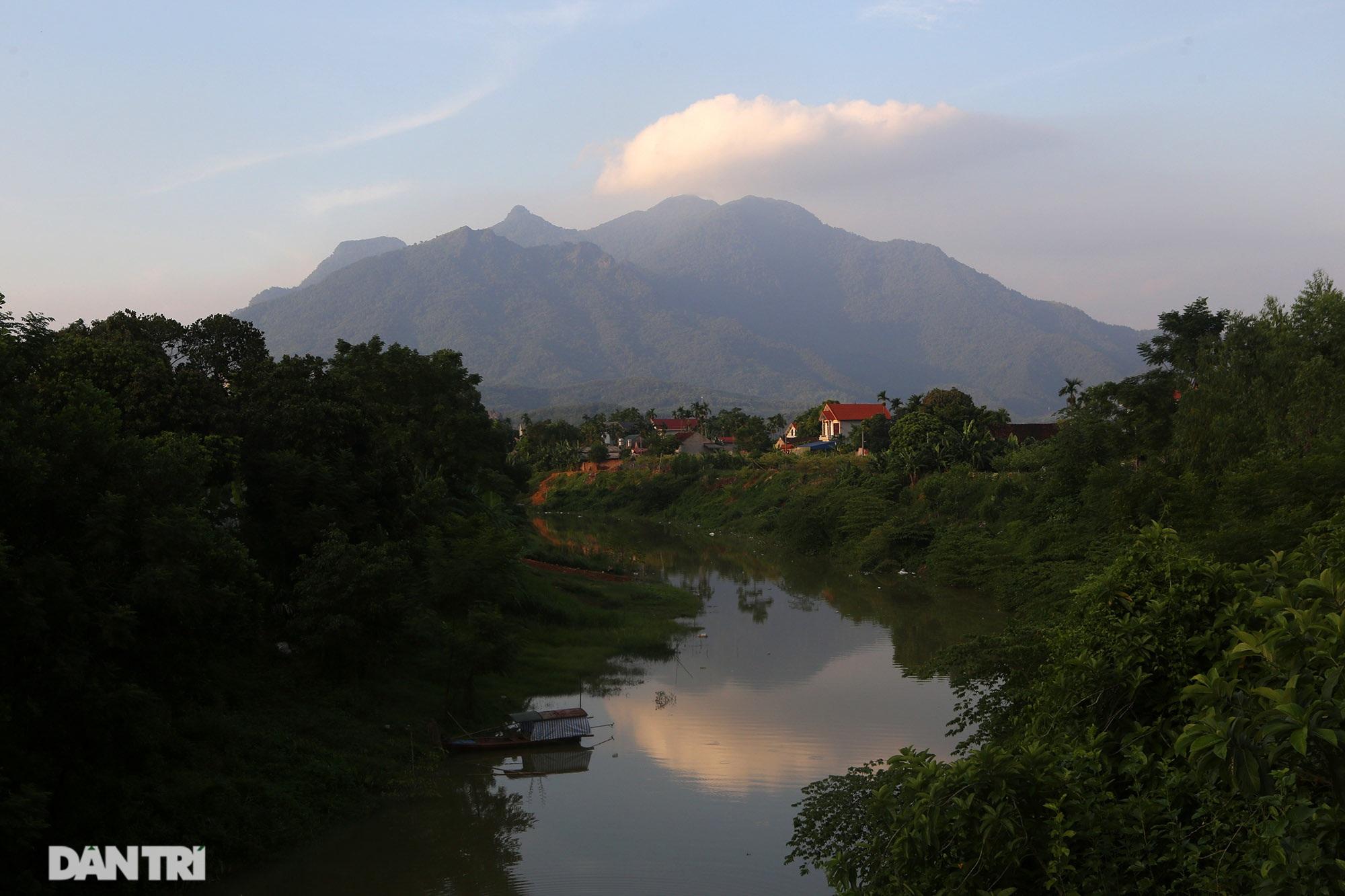 Núi thiêng gần Hà Nội đẹp mê mải nhìn từ muôn phương tám hướng - 14