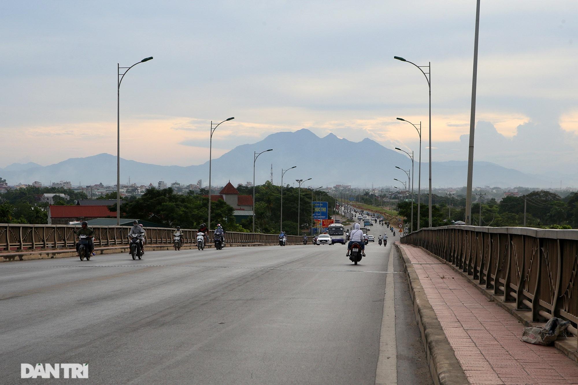 Núi thiêng gần Hà Nội đẹp mê mải nhìn từ muôn phương tám hướng - 2