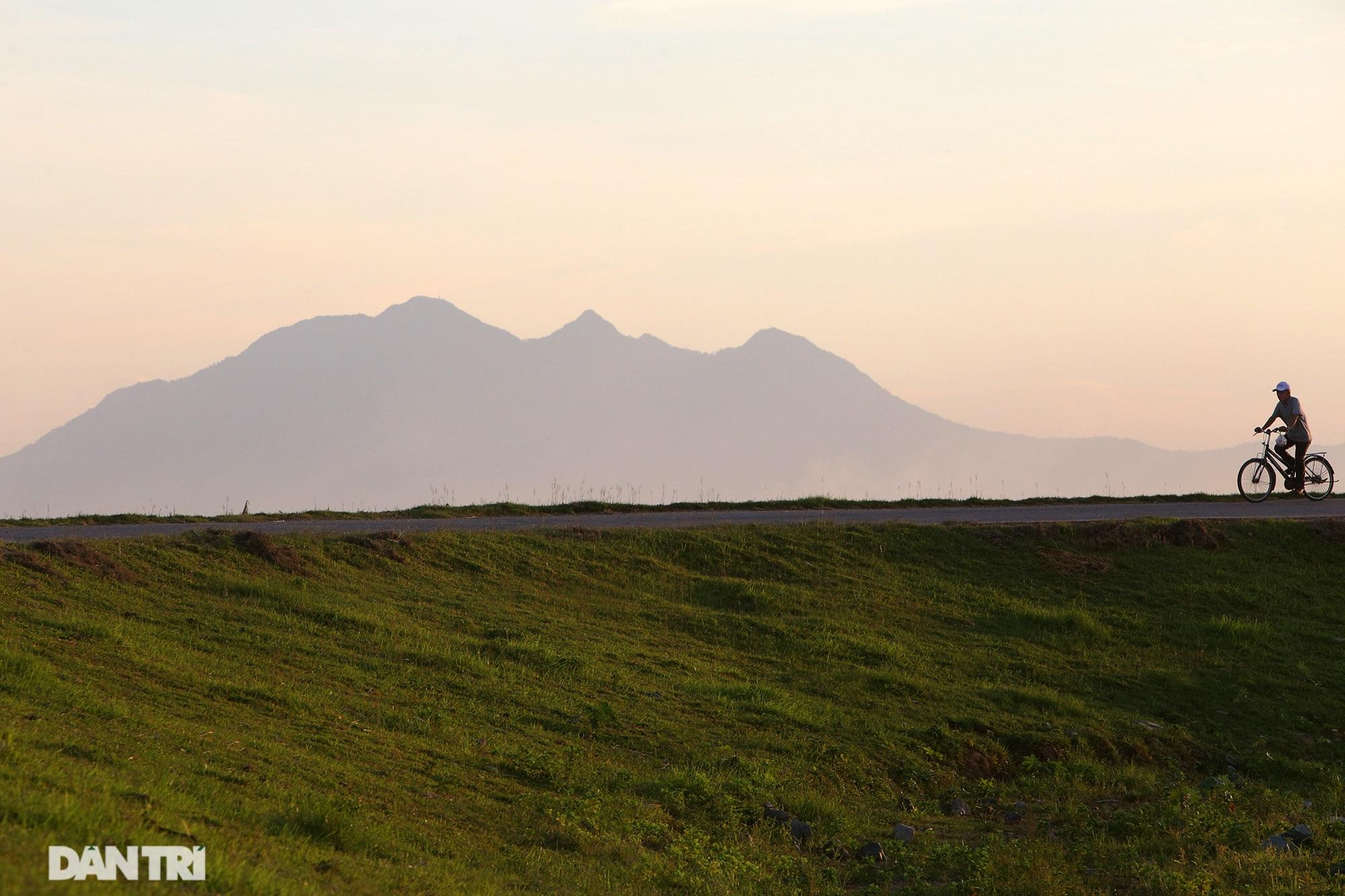 Núi thiêng gần Hà Nội đẹp mê mải nhìn từ muôn phương tám hướng - 3