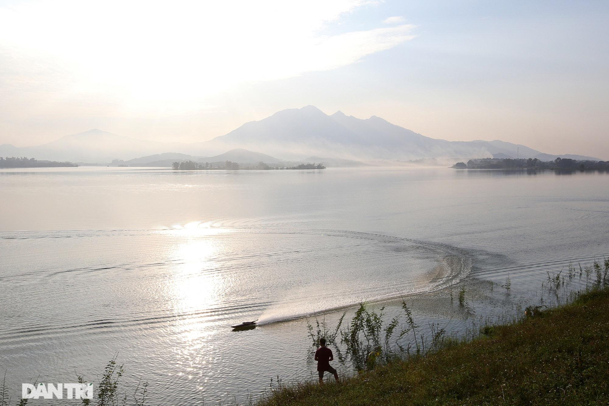 Núi thiêng gần Hà Nội đẹp mê mải nhìn từ muôn phương tám hướng - 4