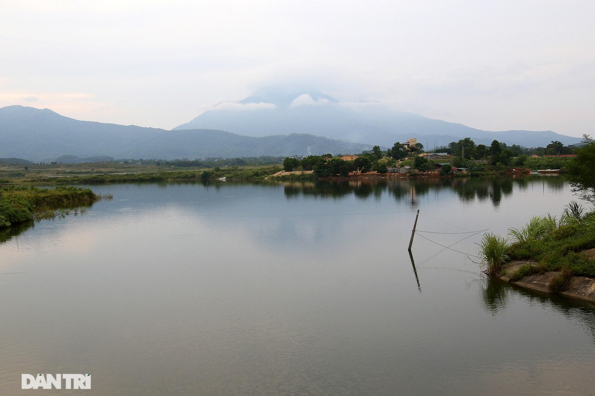 Núi thiêng gần Hà Nội đẹp mê mải nhìn từ muôn phương tám hướng - 5
