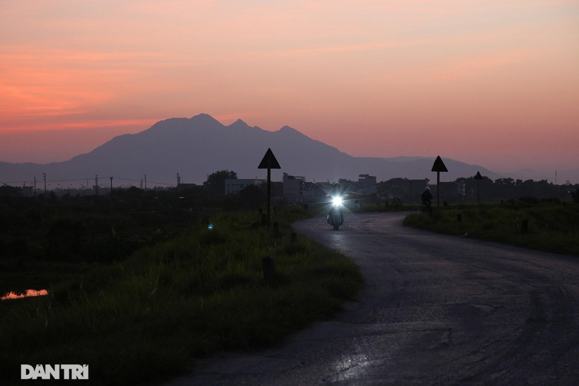 Núi thiêng gần Hà Nội đẹp mê mải nhìn từ muôn phương tám hướng - 7