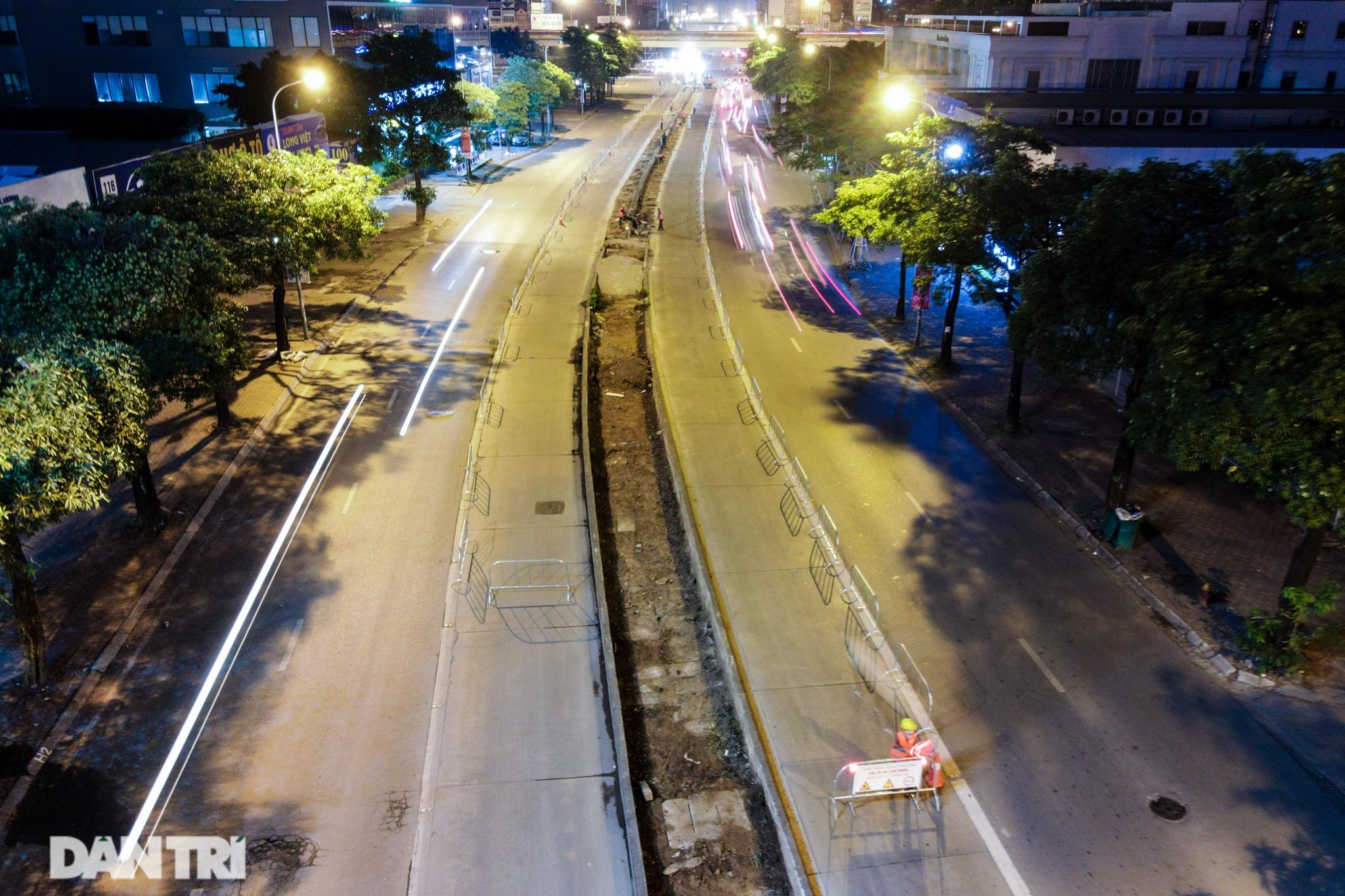 Xén dải phân cách đường Lê Văn Lương chuẩn bị đào hầm chui 700 tỷ đồng - 1