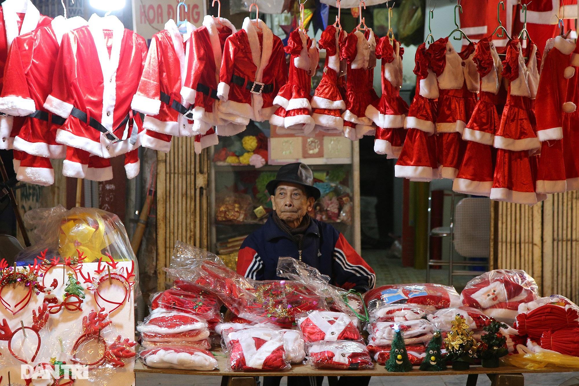 Không khí Noel sớm rộn ràng trên khắp nẻo phố phường Hà Nội - 2