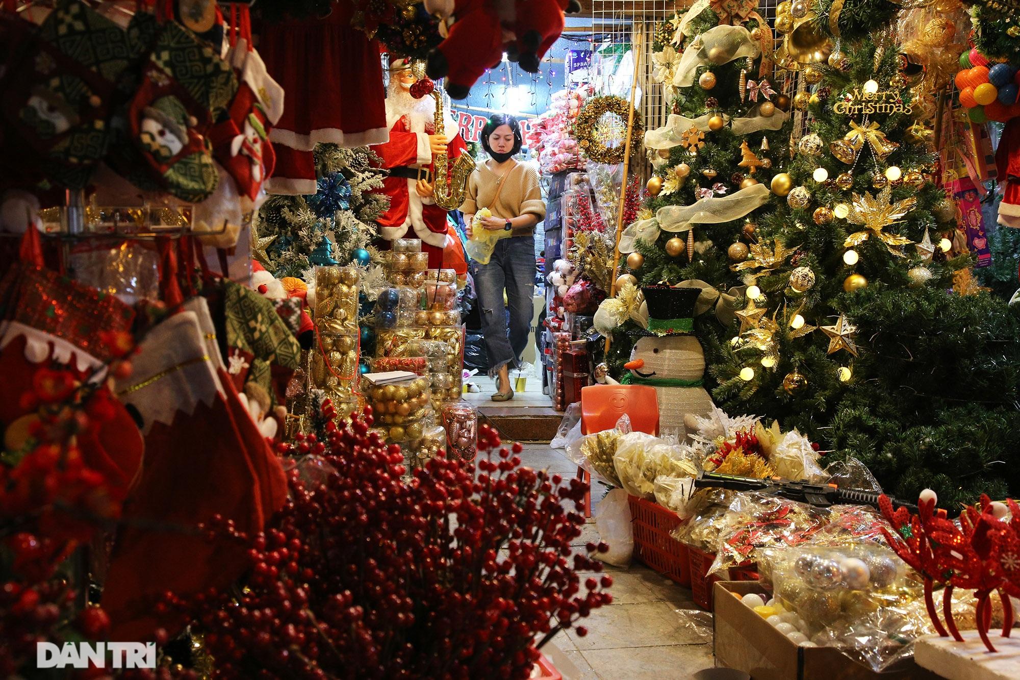 Không khí Noel sớm rộn ràng trên khắp nẻo phố phường Hà Nội - 4