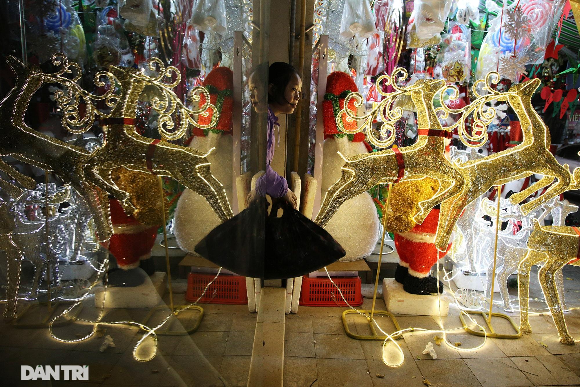 Không khí Noel sớm rộn ràng trên khắp nẻo phố phường Hà Nội - 5
