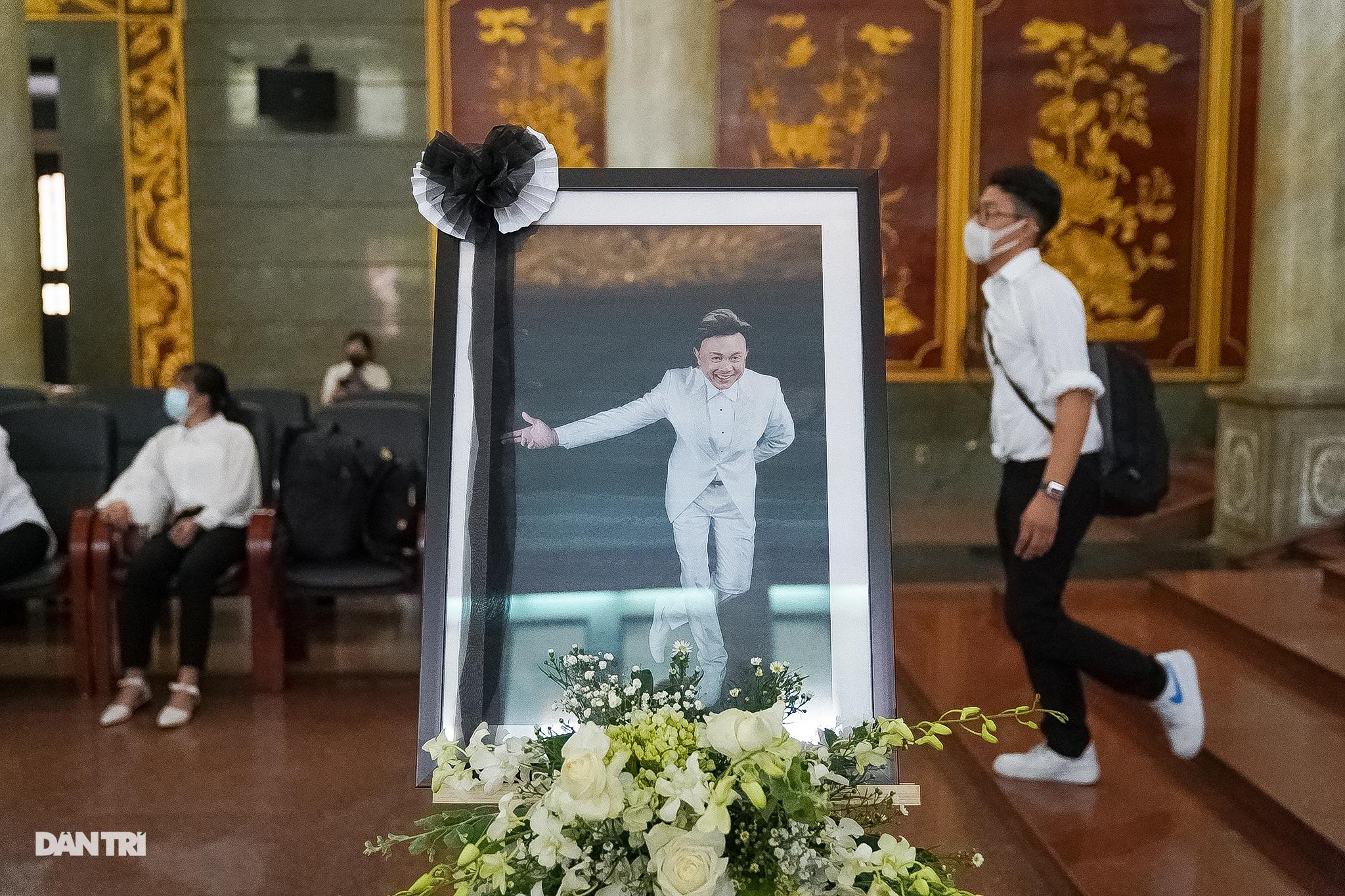 Hàng ngàn người yêu mến Chí Tài đã tới chào danh hài lần cuối - 13