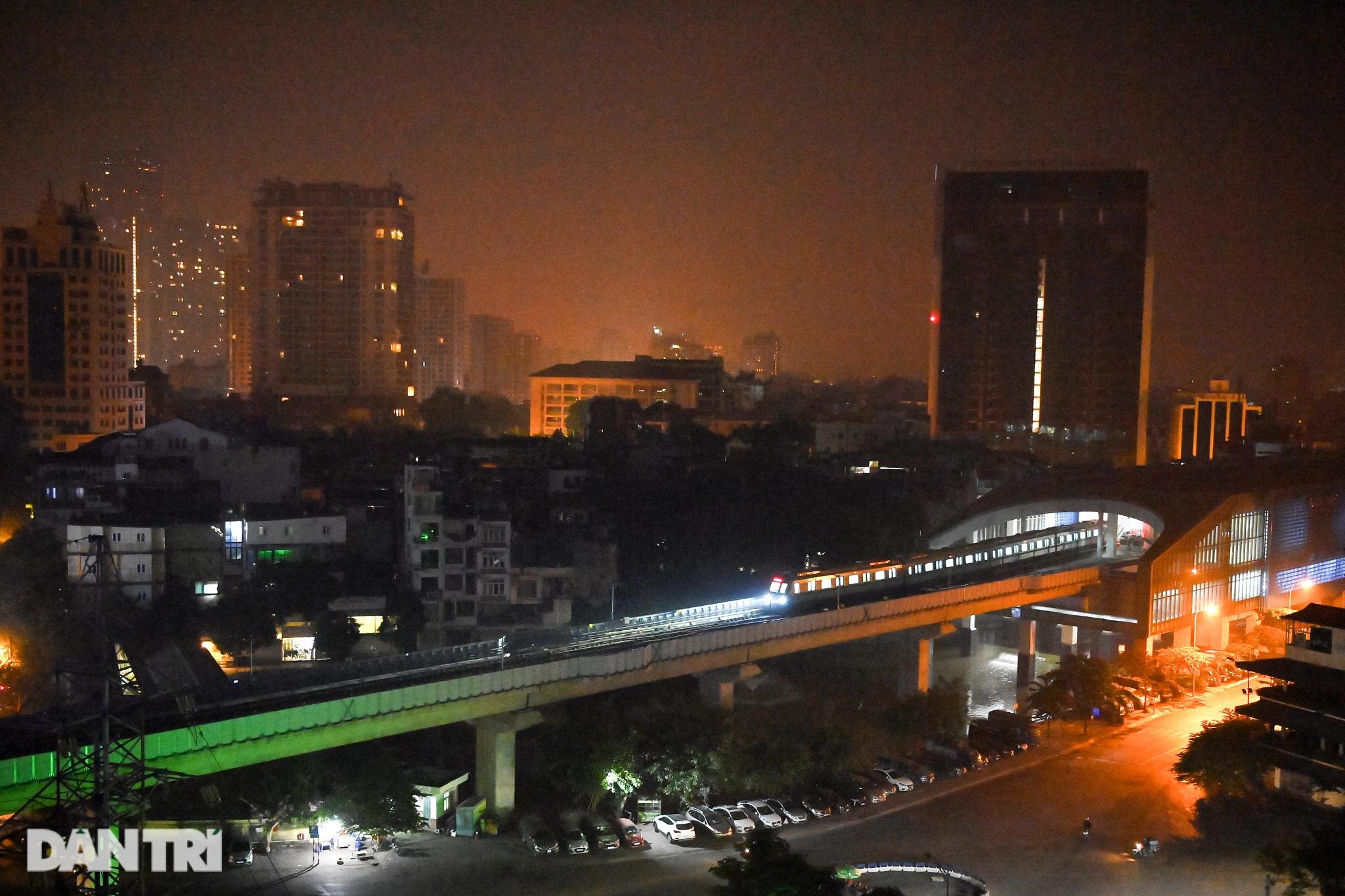 Toàn cảnh 9 đoàn tàu đường sắt Cát Linh - Hà Đông băng băng qua các nhà ga - 1